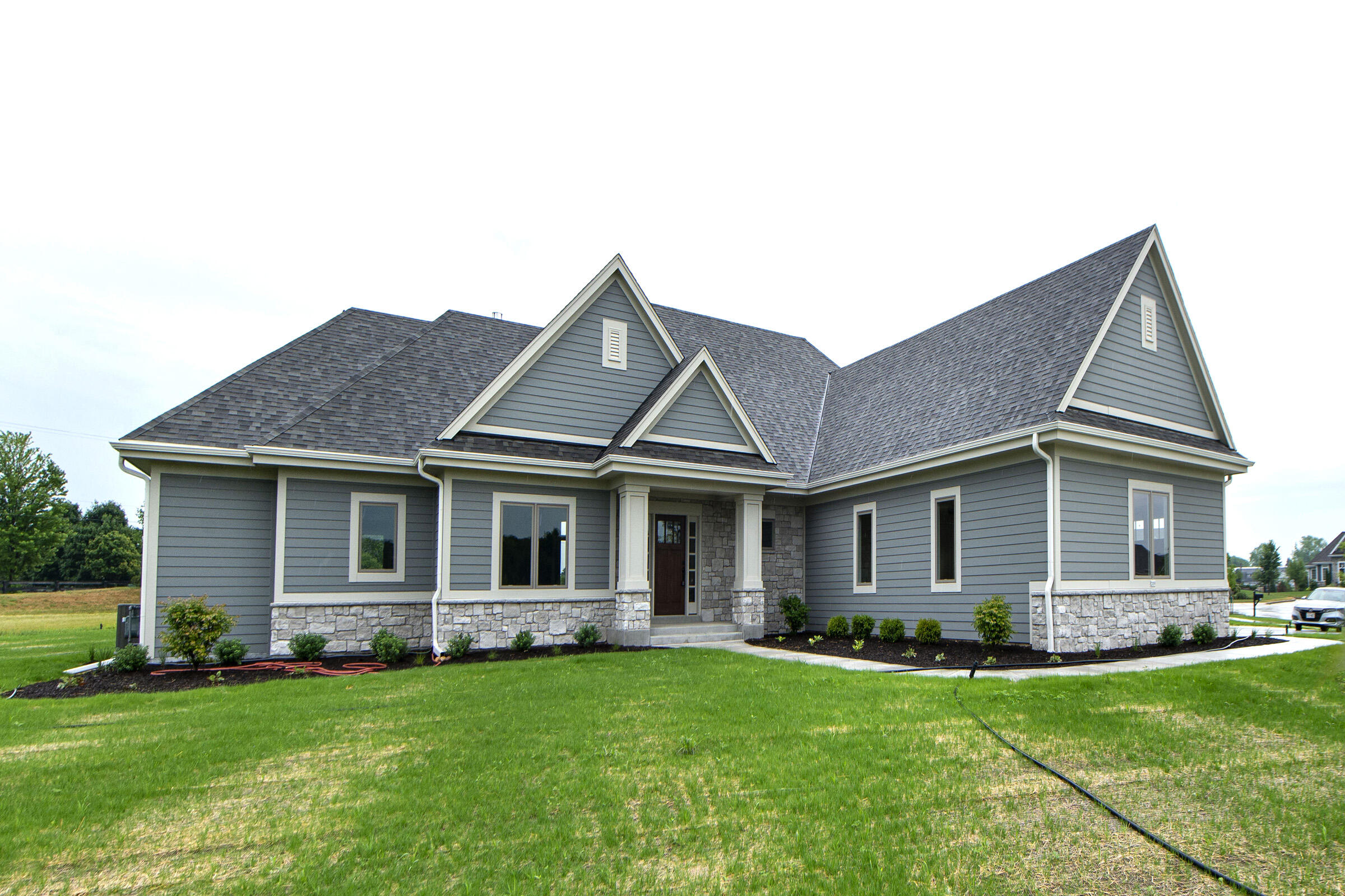 209 Four Winds Ct, Hartland, Wisconsin 53029, 4 Bedrooms Bedrooms, 10 Rooms Rooms,3 BathroomsBathrooms,Single-Family,For Sale,Four Winds Ct,1747321