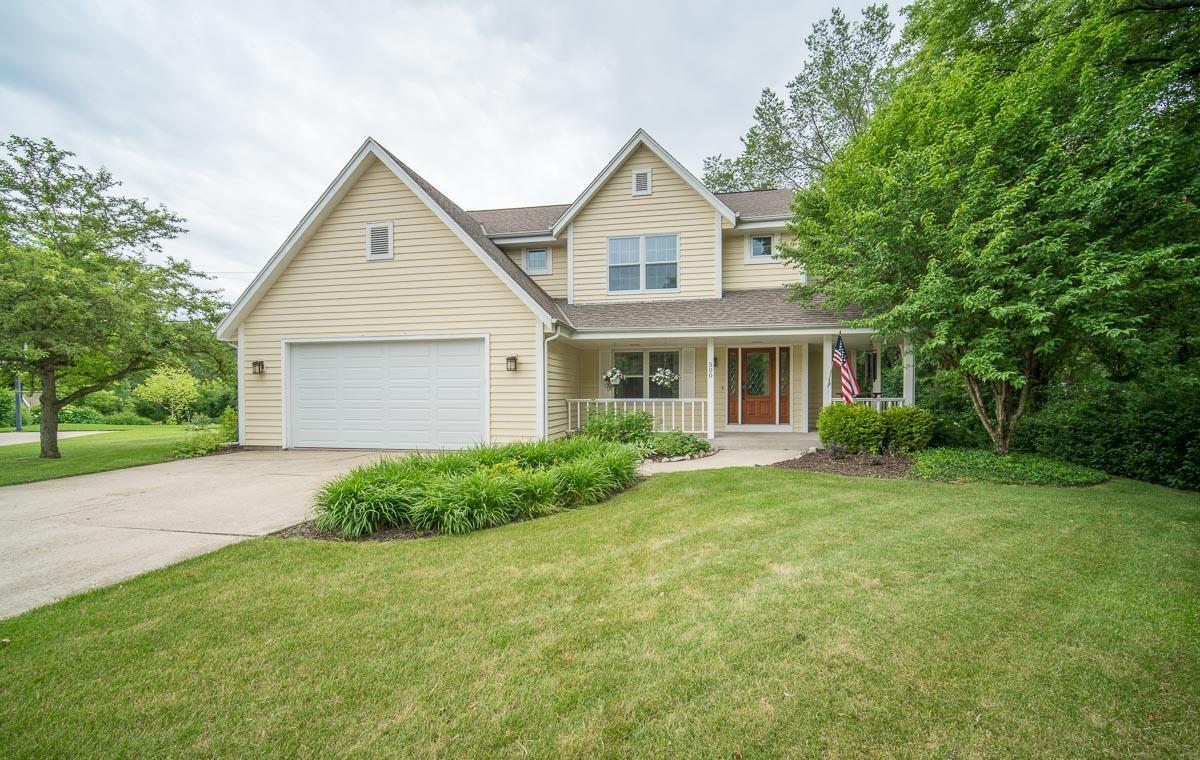 500 Rustic Ln, Hartland, Wisconsin 53029, 4 Bedrooms Bedrooms, 8 Rooms Rooms,3 BathroomsBathrooms,Single-Family,For Sale,Rustic Ln,1750513