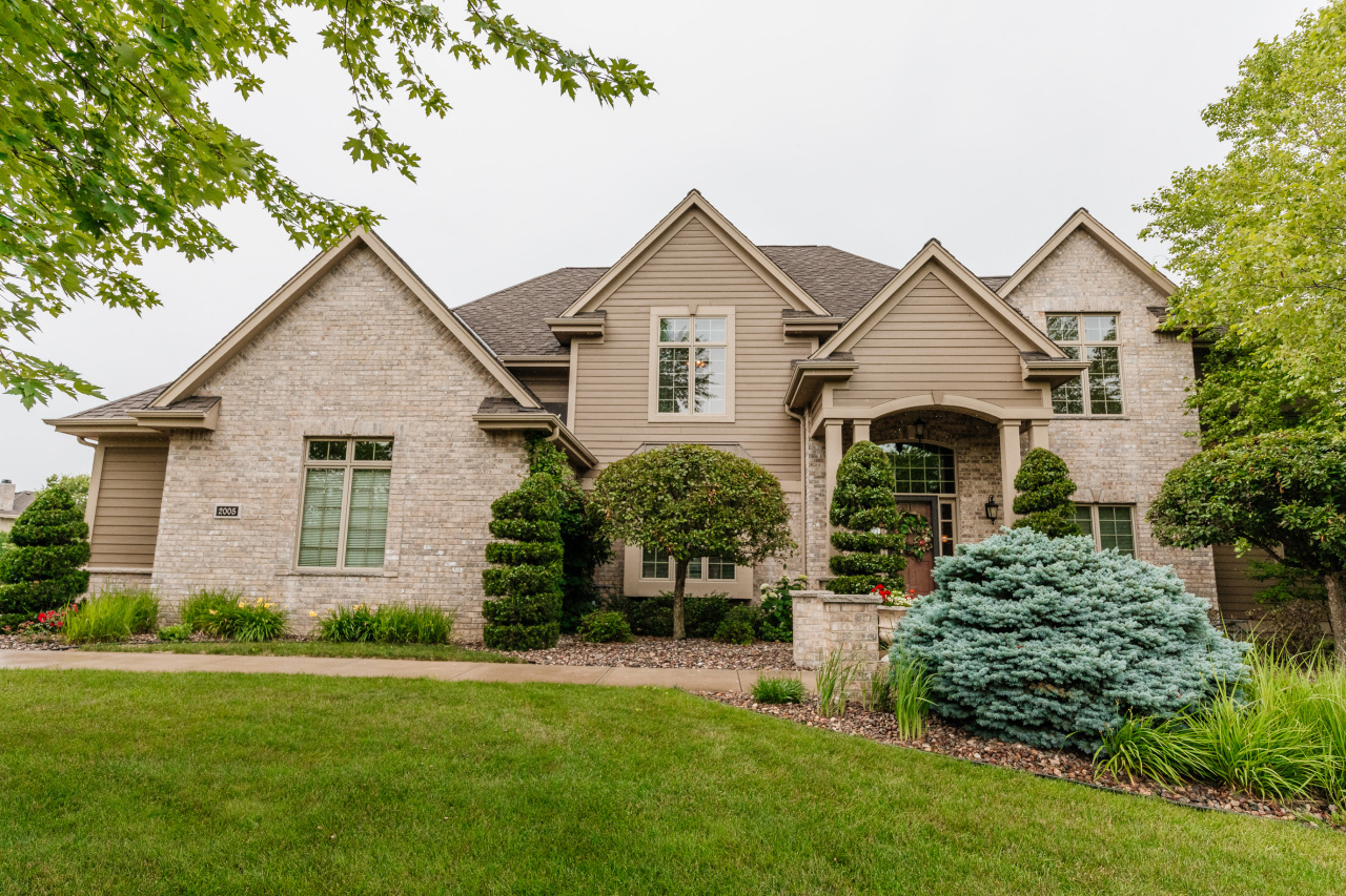 2005 Carriage Hills Dr, Delafield, Wisconsin 53018, 5 Bedrooms Bedrooms, 11 Rooms Rooms,4 BathroomsBathrooms,Single-Family,For Sale,Carriage Hills Dr,1749649