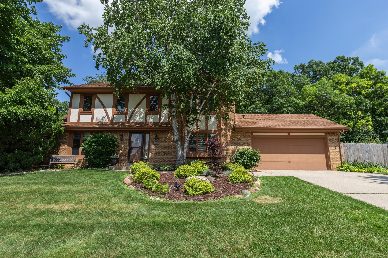 863 Crescent Ln, Hartland, Wisconsin 53029, 3 Bedrooms Bedrooms, 7 Rooms Rooms,2 BathroomsBathrooms,Single-Family,For Sale,Crescent Ln,1749346