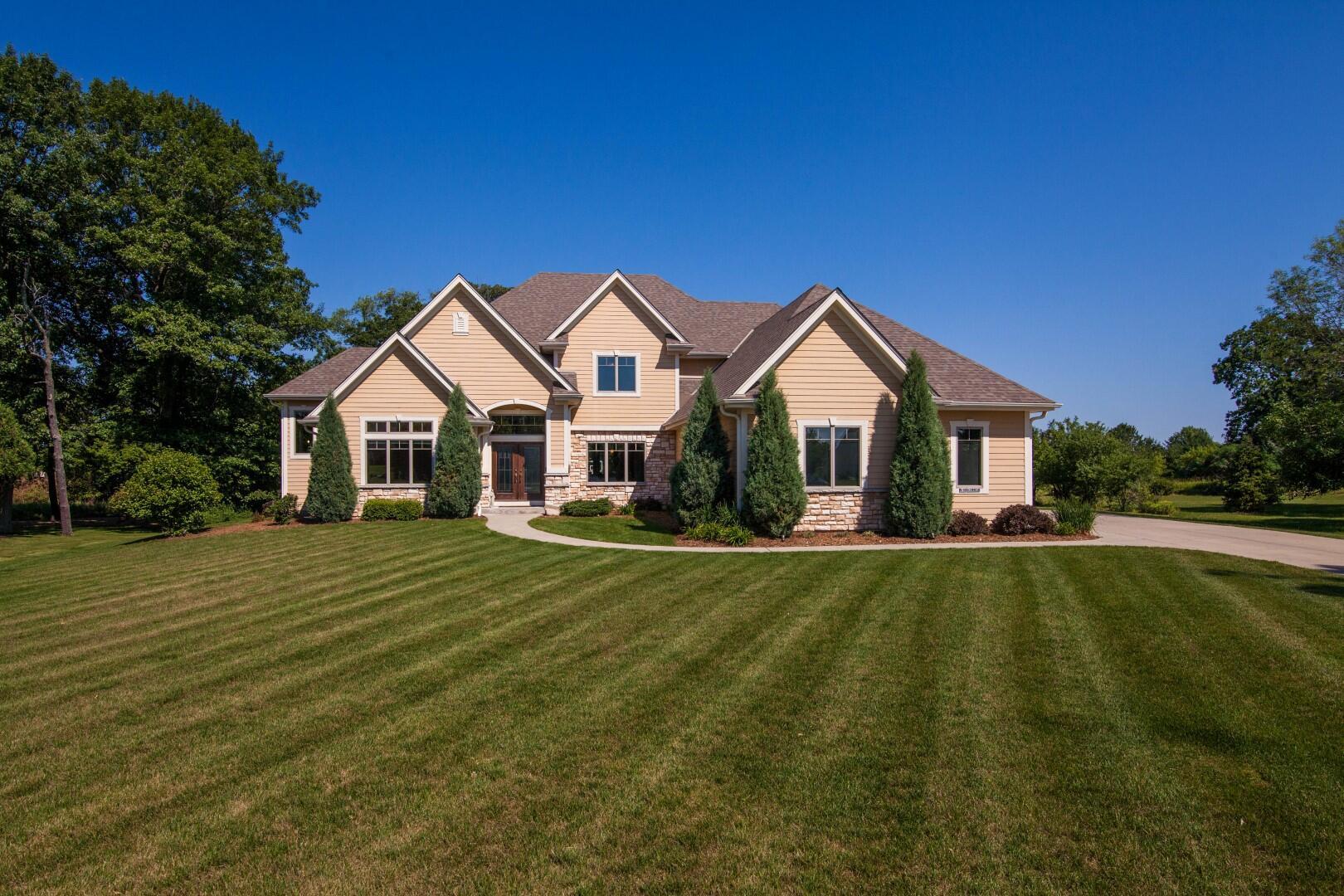 N16W29938 Brookstone Cir, Delafield, Wisconsin 53072, 5 Bedrooms Bedrooms, 13 Rooms Rooms,3 BathroomsBathrooms,Single-Family,For Sale,Brookstone Cir,1750104