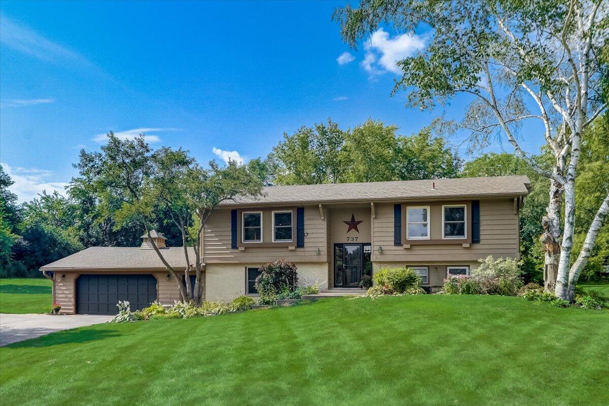 737 Lone Tree Bnd, Delafield, Wisconsin 53018, 4 Bedrooms Bedrooms, 9 Rooms Rooms,2 BathroomsBathrooms,Single-Family,For Sale,Lone Tree Bnd,1750967