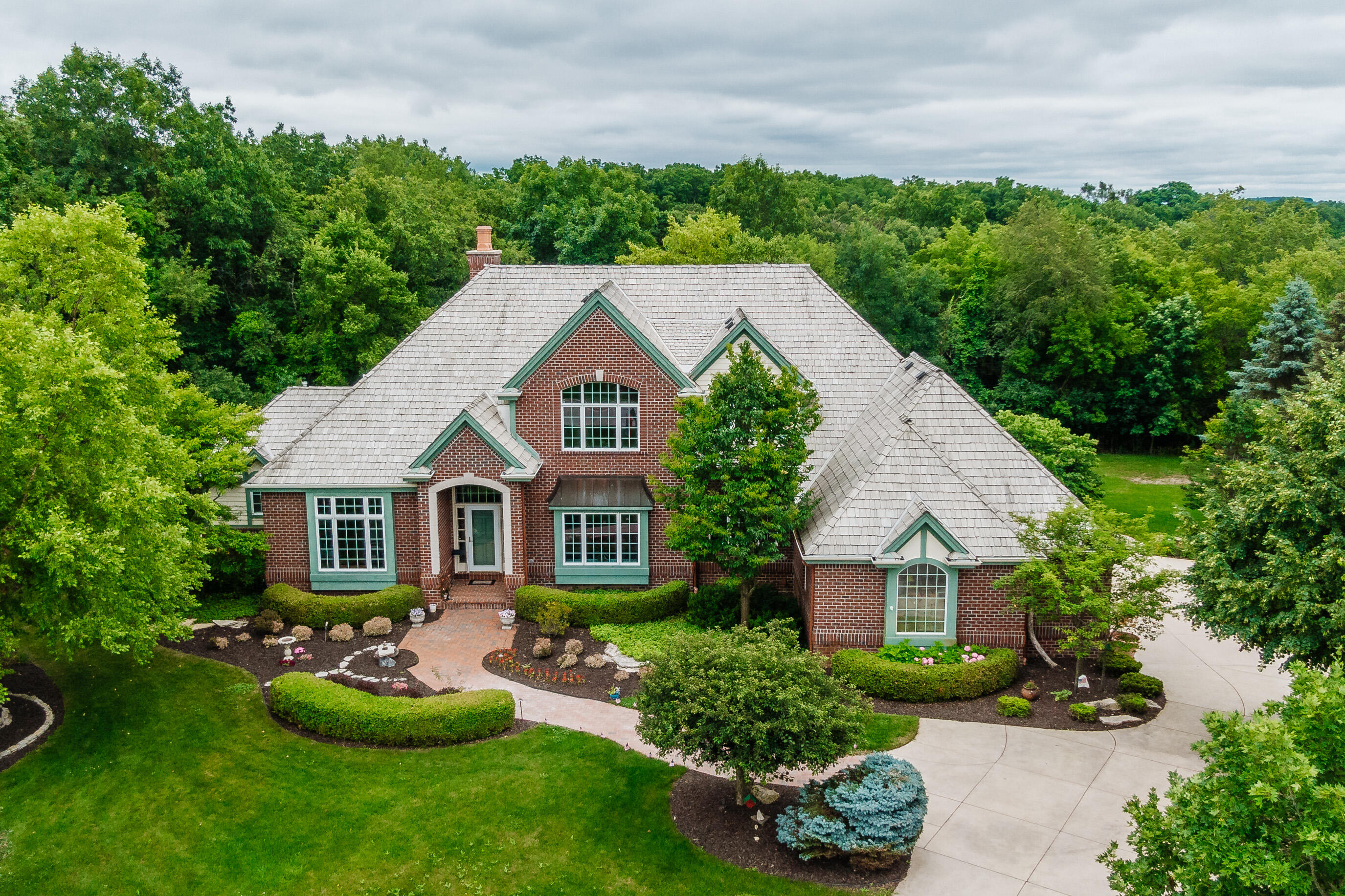 W289N3206 Lost Creek Ct, Delafield, Wisconsin 53072, 4 Bedrooms Bedrooms, 13 Rooms Rooms,3 BathroomsBathrooms,Single-Family,For Sale,Lost Creek Ct,1750512