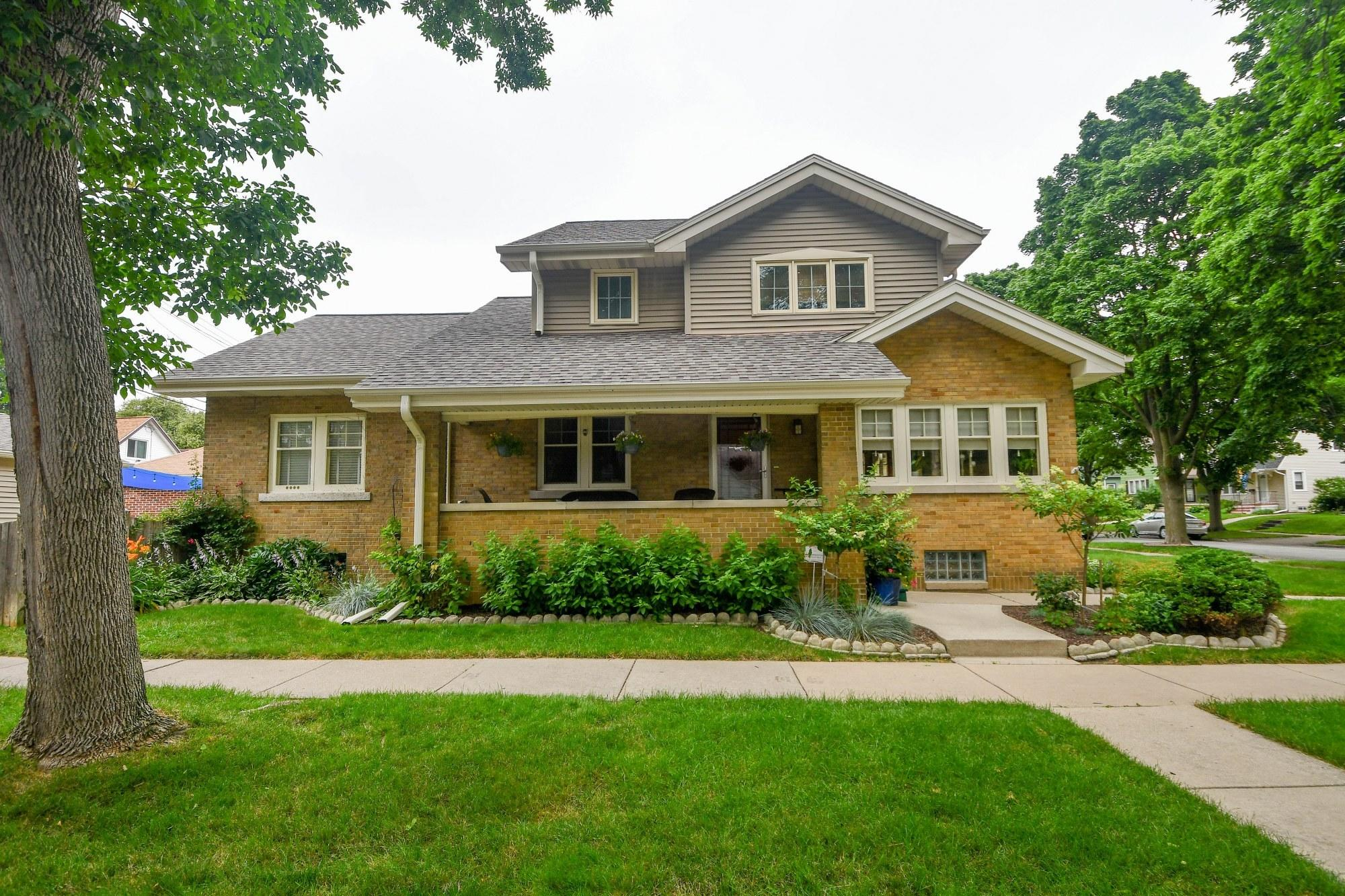 2401 70th St, Wauwatosa, Wisconsin 53213, 4 Bedrooms Bedrooms, 9 Rooms Rooms,2 BathroomsBathrooms,Single-Family,For Sale,70th St,1751435