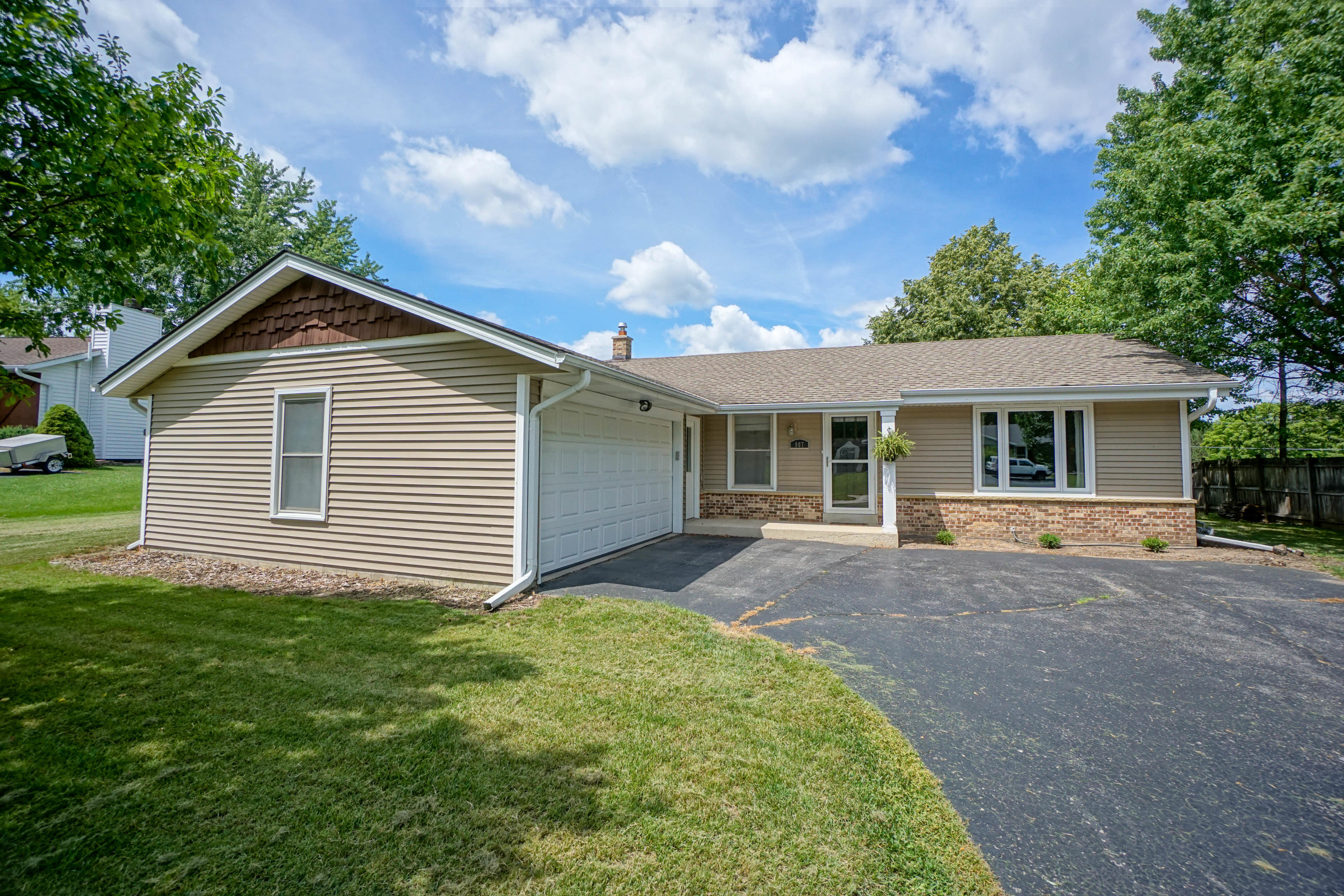 907 Manchester Ct, Hartland, Wisconsin 53029, 3 Bedrooms Bedrooms, 5 Rooms Rooms,1 BathroomBathrooms,Single-Family,For Sale,Manchester Ct,1751591
