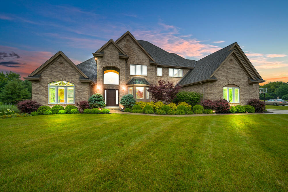 11523 N Concord Creek Dr, Mequon, WI 53092