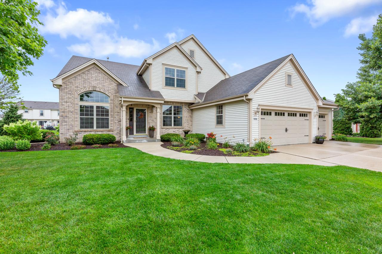 1225 Mockingbird Dr, Oconomowoc, Wisconsin 53066, 3 Bedrooms Bedrooms, 10 Rooms Rooms,2 BathroomsBathrooms,Single-Family,For Sale,Mockingbird Dr,1752421
