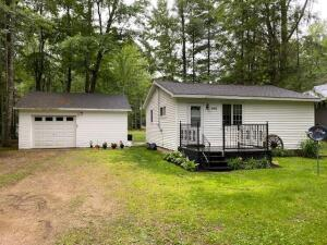 W5671 Pines Ln, Middle Inlet, WI 54177