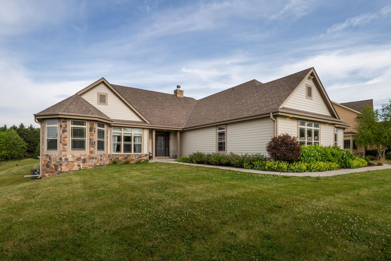 1111 Colonial Dr, Hartland, Wisconsin 53029, 4 Bedrooms Bedrooms, 10 Rooms Rooms,3 BathroomsBathrooms,Single-Family,For Sale,Colonial Dr,1752870
