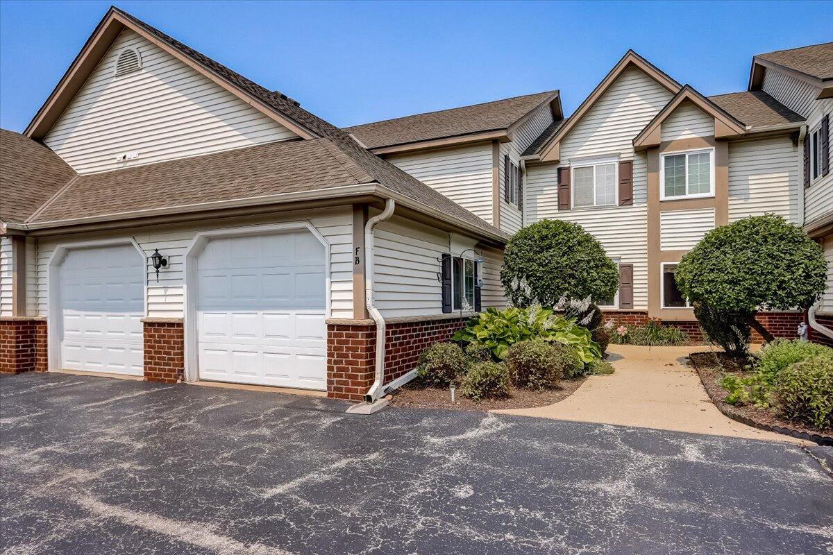 664 Pewaukee Rd, Pewaukee, Wisconsin 53072, 2 Bedrooms Bedrooms, 5 Rooms Rooms,2 BathroomsBathrooms,Condominiums,For Sale,Pewaukee Rd,1,1753530