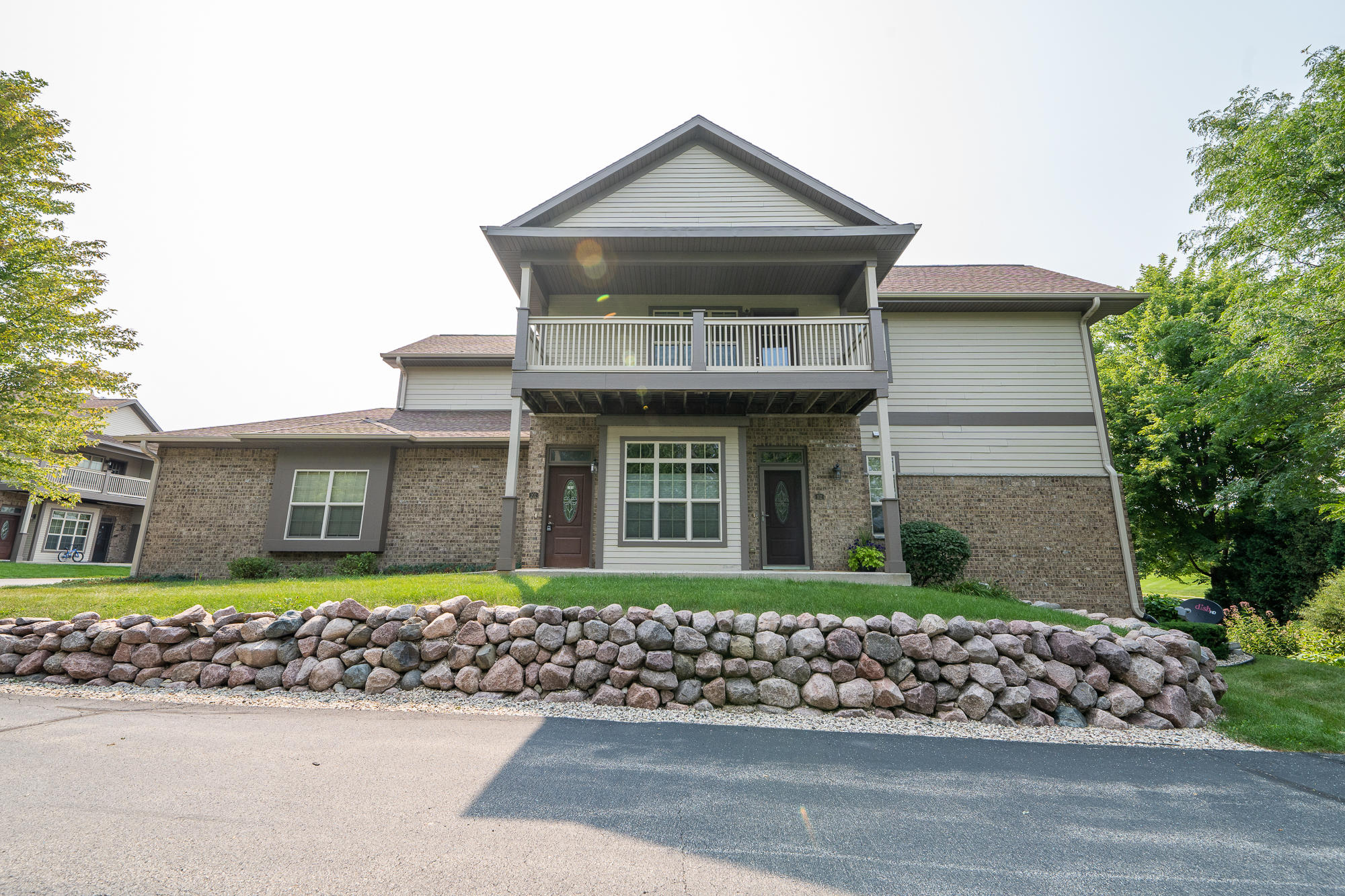 18107 Wisconsin Ave, Brookfield, Wisconsin 53045, 3 Bedrooms Bedrooms, 6 Rooms Rooms,2 BathroomsBathrooms,Condominiums,For Sale,Wisconsin Ave,2,1753690
