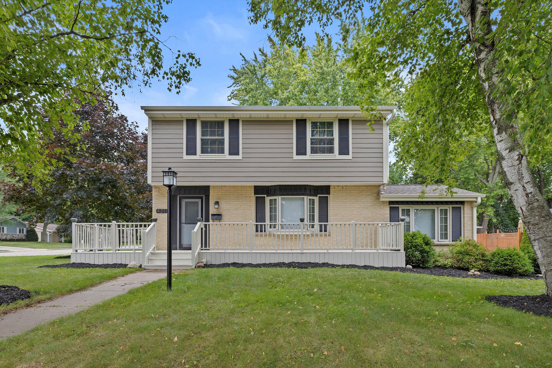 431 Renson Rd, Hartland, Wisconsin 53029, 3 Bedrooms Bedrooms, 9 Rooms Rooms,2 BathroomsBathrooms,Single-Family,For Sale,Renson Rd,1753868