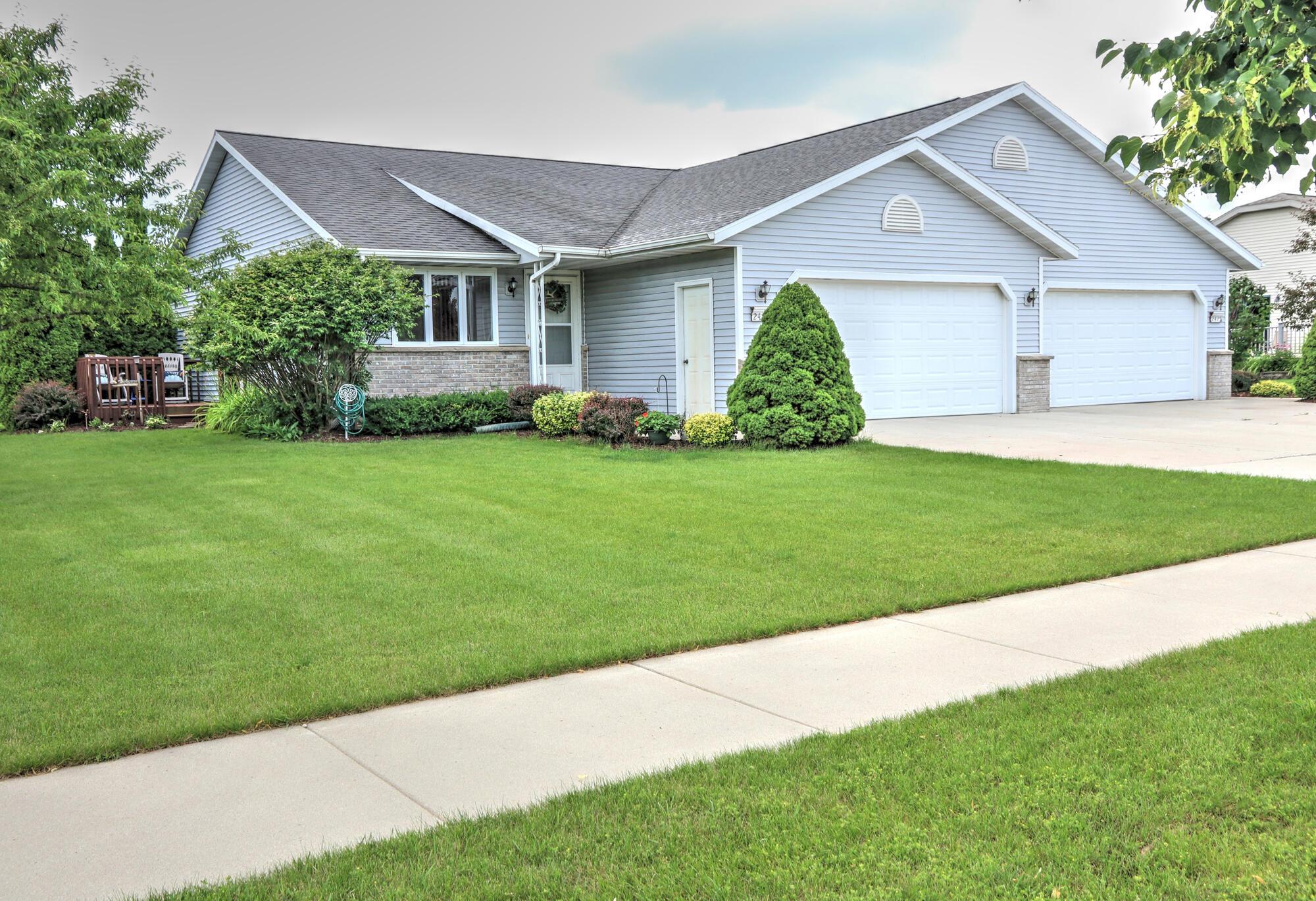 2427 Songbird Ct, Plymouth, Wisconsin 53073, 2 Bedrooms Bedrooms, 5 Rooms Rooms,1 BathroomBathrooms,Condominiums,For Sale,Songbird Ct,1,1753846