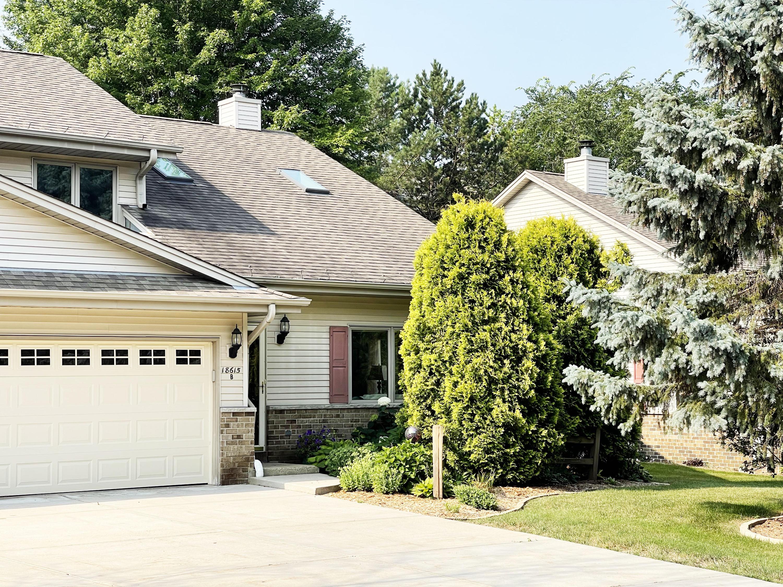 18615 Hoffman Ave, Brookfield, Wisconsin 53045, 3 Bedrooms Bedrooms, 6 Rooms Rooms,2 BathroomsBathrooms,Condominiums,For Sale,Hoffman Ave,1,1754098