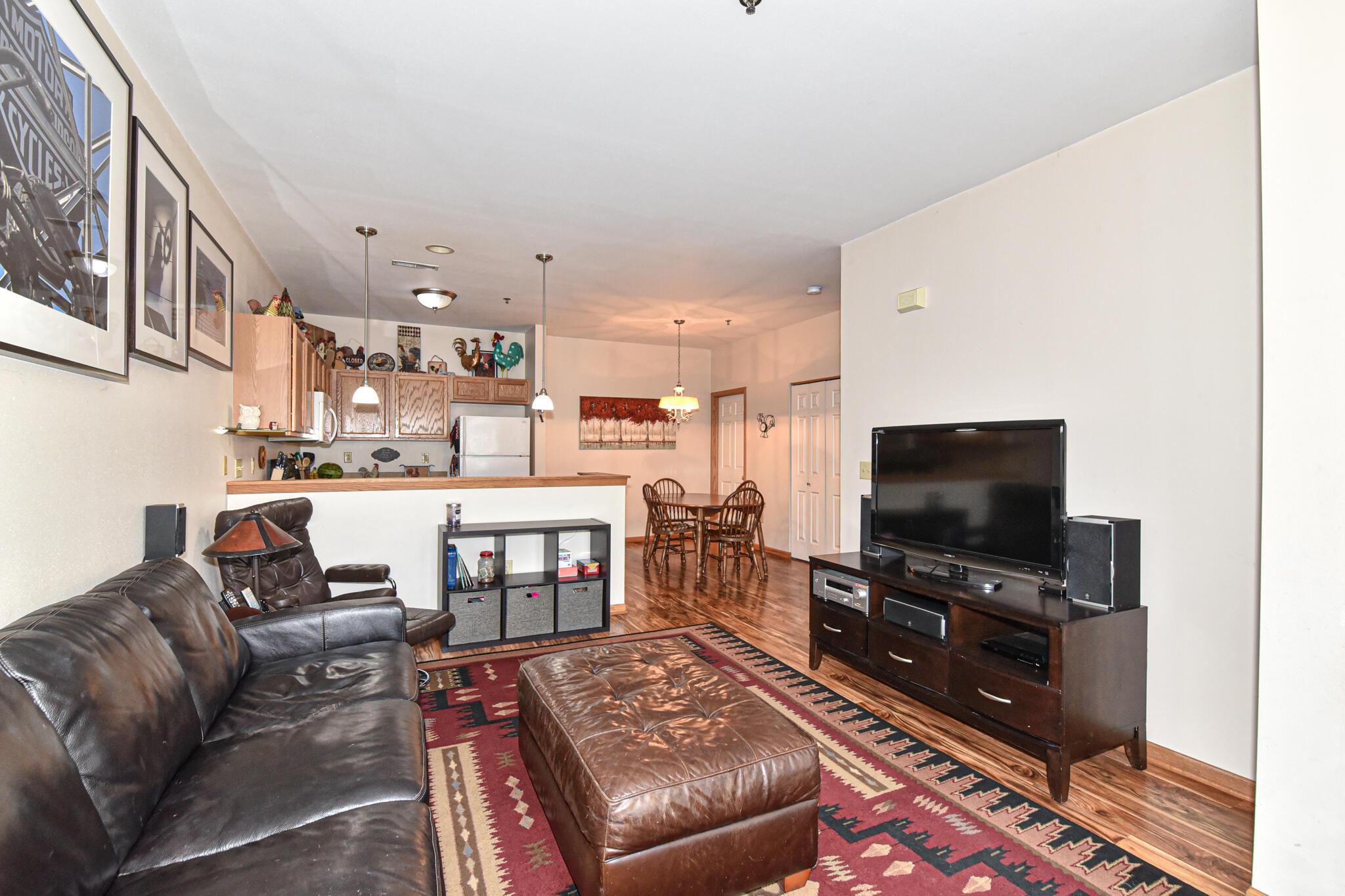 2424 Fox River Pkwy, Waukesha, Wisconsin 53189, 2 Bedrooms Bedrooms, 5 Rooms Rooms,1 BathroomBathrooms,Condominiums,For Sale,Fox River Pkwy,2,1754244