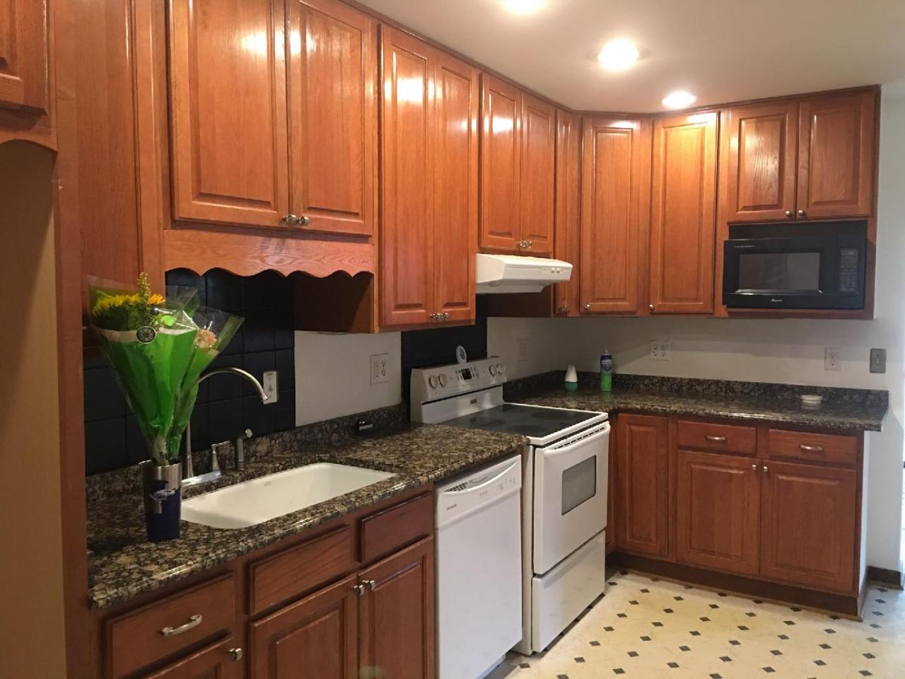 9035 70th St, Milwaukee, Wisconsin 53223, 3 Bedrooms Bedrooms, 6 Rooms Rooms,2 BathroomsBathrooms,Condominiums,For Sale,70th St,1,1754217