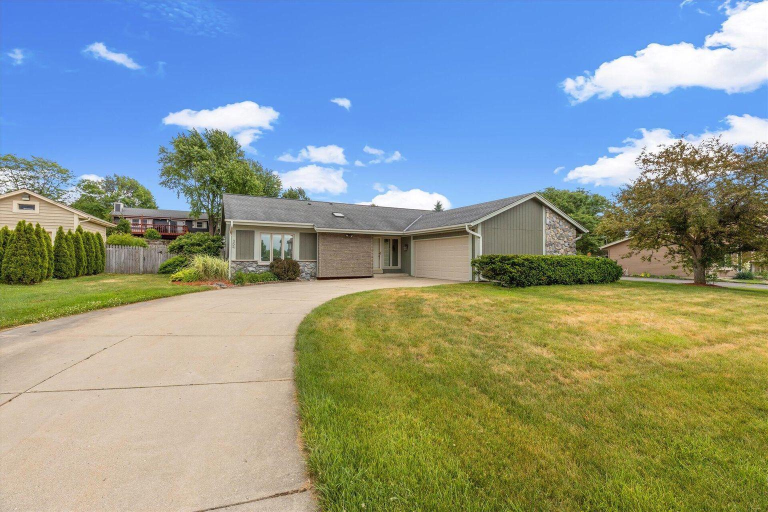 354 Forest Grove Dr, Pewaukee, Wisconsin 53072, 3 Bedrooms Bedrooms, ,2 BathroomsBathrooms,Single-Family,For Sale,Forest Grove Dr,1754367