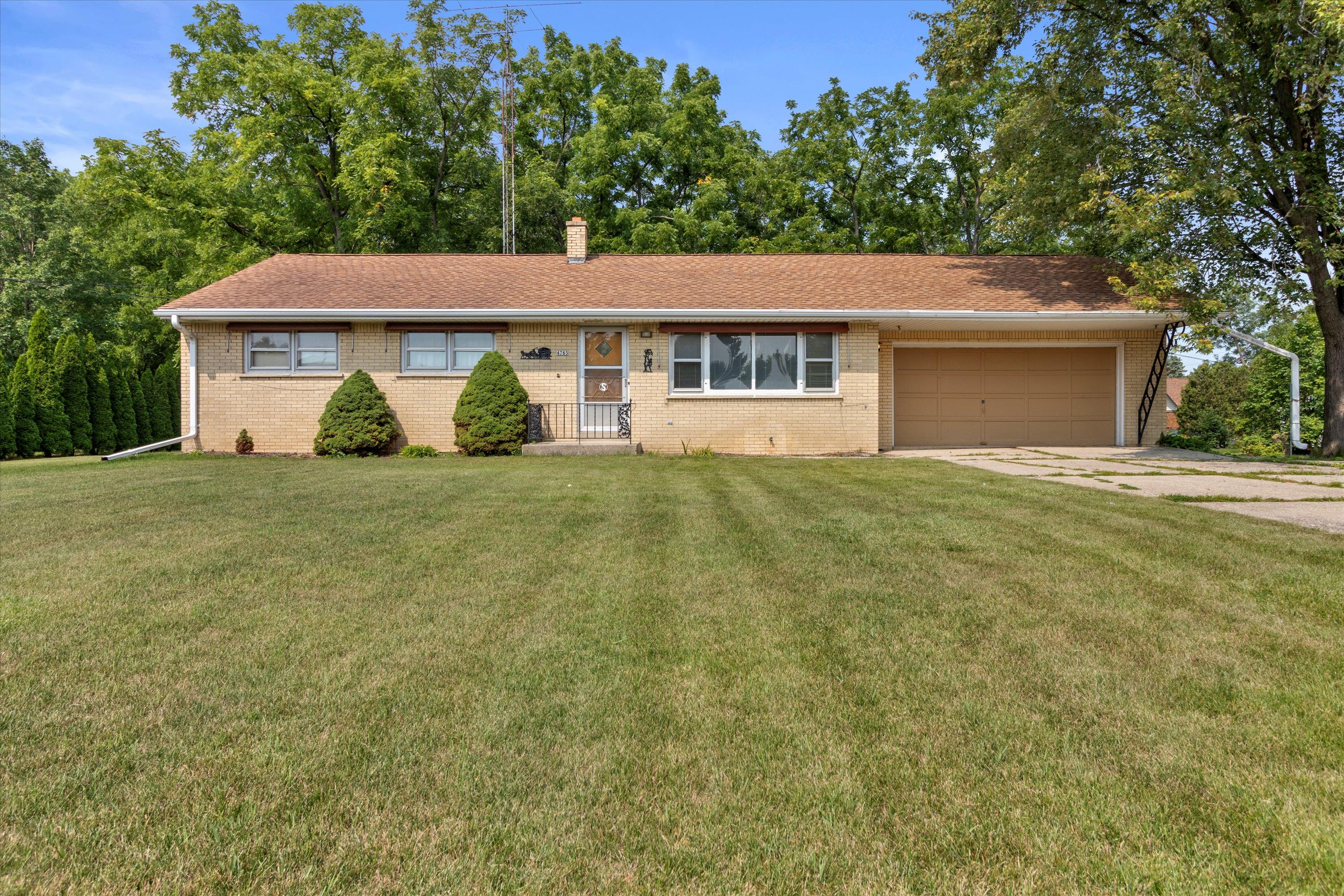 4765 135th St, Brookfield, Wisconsin 53005, 3 Bedrooms Bedrooms, 5 Rooms Rooms,2 BathroomsBathrooms,Single-Family,For Sale,135th St,1754436