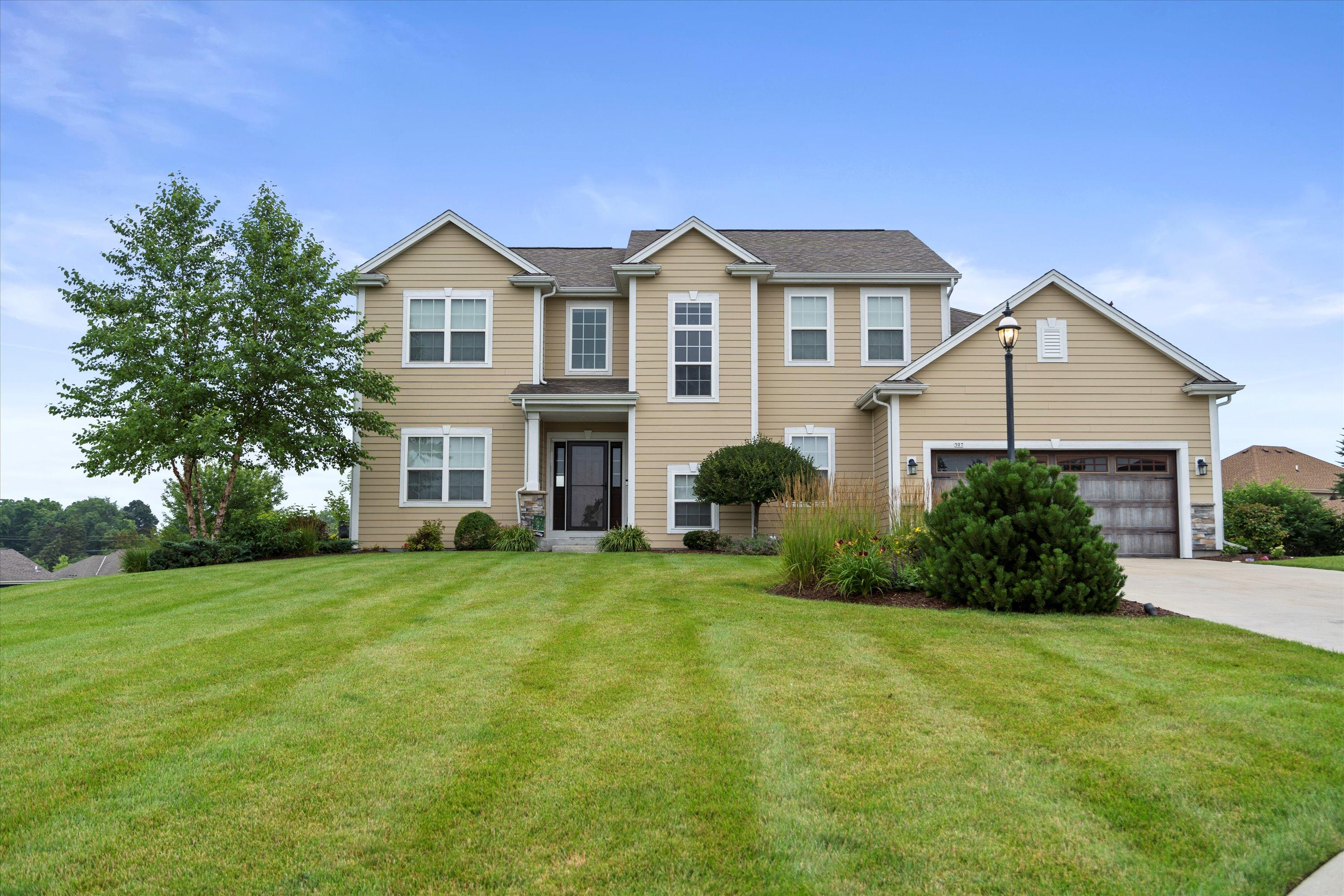507 Oakmont Dr, Waukesha, Wisconsin 53188, 5 Bedrooms Bedrooms, 11 Rooms Rooms,3 BathroomsBathrooms,Single-Family,For Sale,Oakmont Dr,1754859