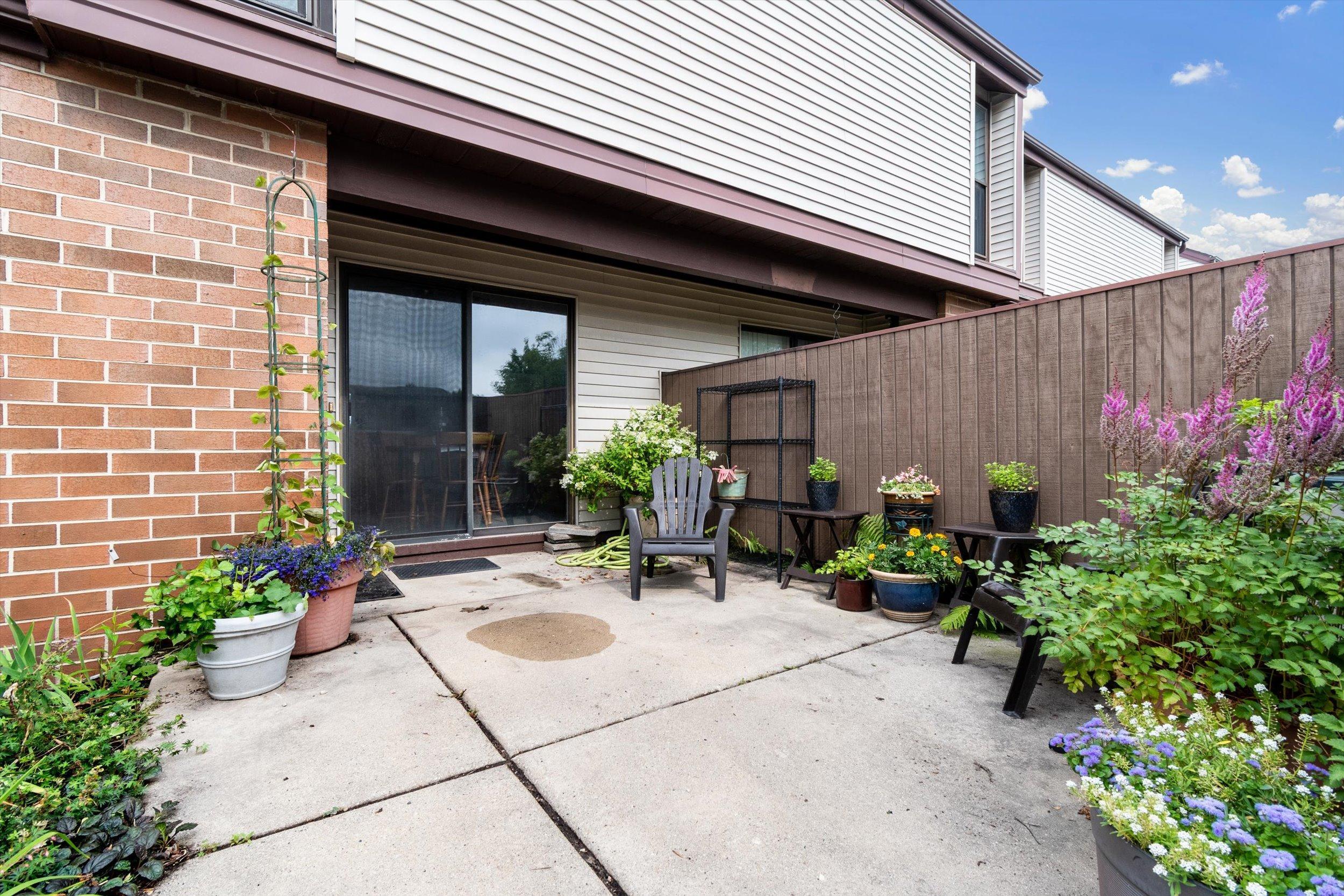 1531 Edgerton Ave, Milwaukee, Wisconsin 53221, 3 Bedrooms Bedrooms, 5 Rooms Rooms,1 BathroomBathrooms,Condominiums,For Sale,Edgerton Ave,1,1754538