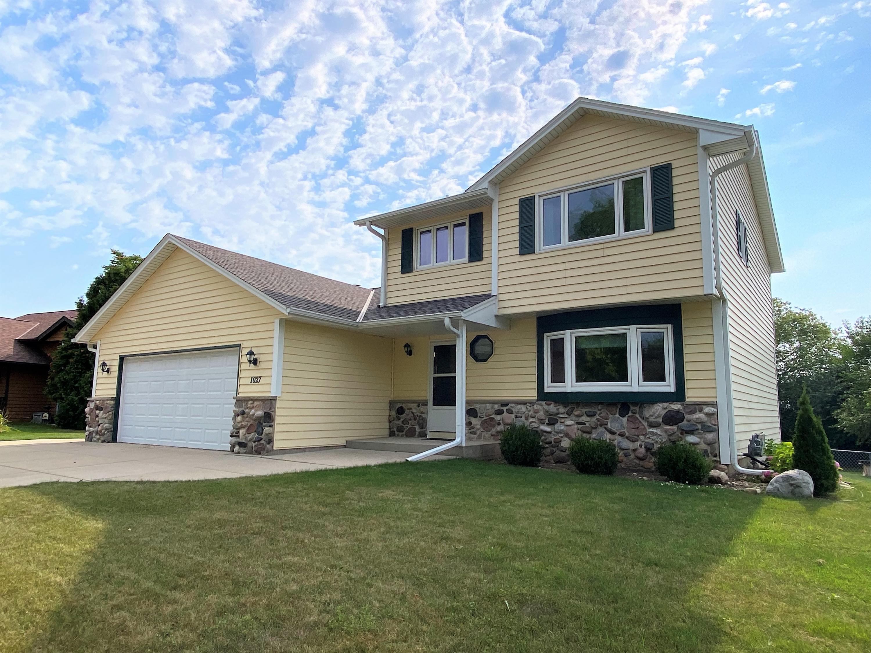 1027 Wellington Way, Hartland, Wisconsin 53029, 3 Bedrooms Bedrooms, 9 Rooms Rooms,3 BathroomsBathrooms,Single-Family,For Sale,Wellington Way,1754583