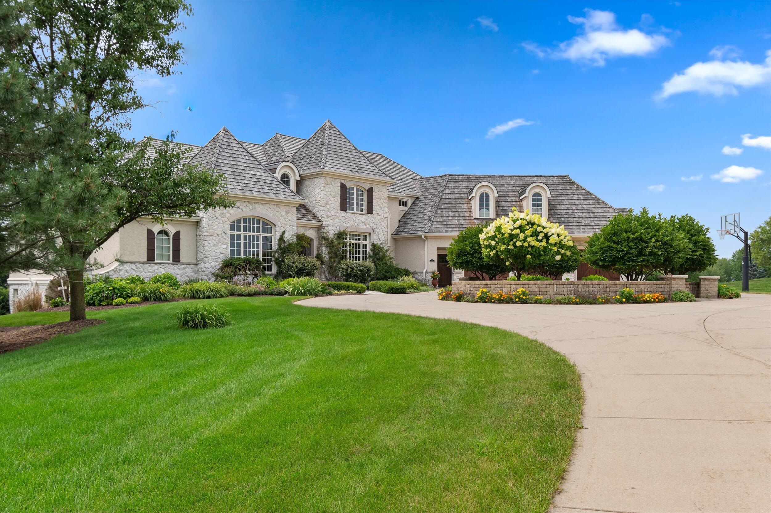 N84W36421 Riverwood Ln, Oconomowoc, Wisconsin 53066, 5 Bedrooms Bedrooms, 17 Rooms Rooms,4 BathroomsBathrooms,Single-Family,For Sale,Riverwood Ln,1754683