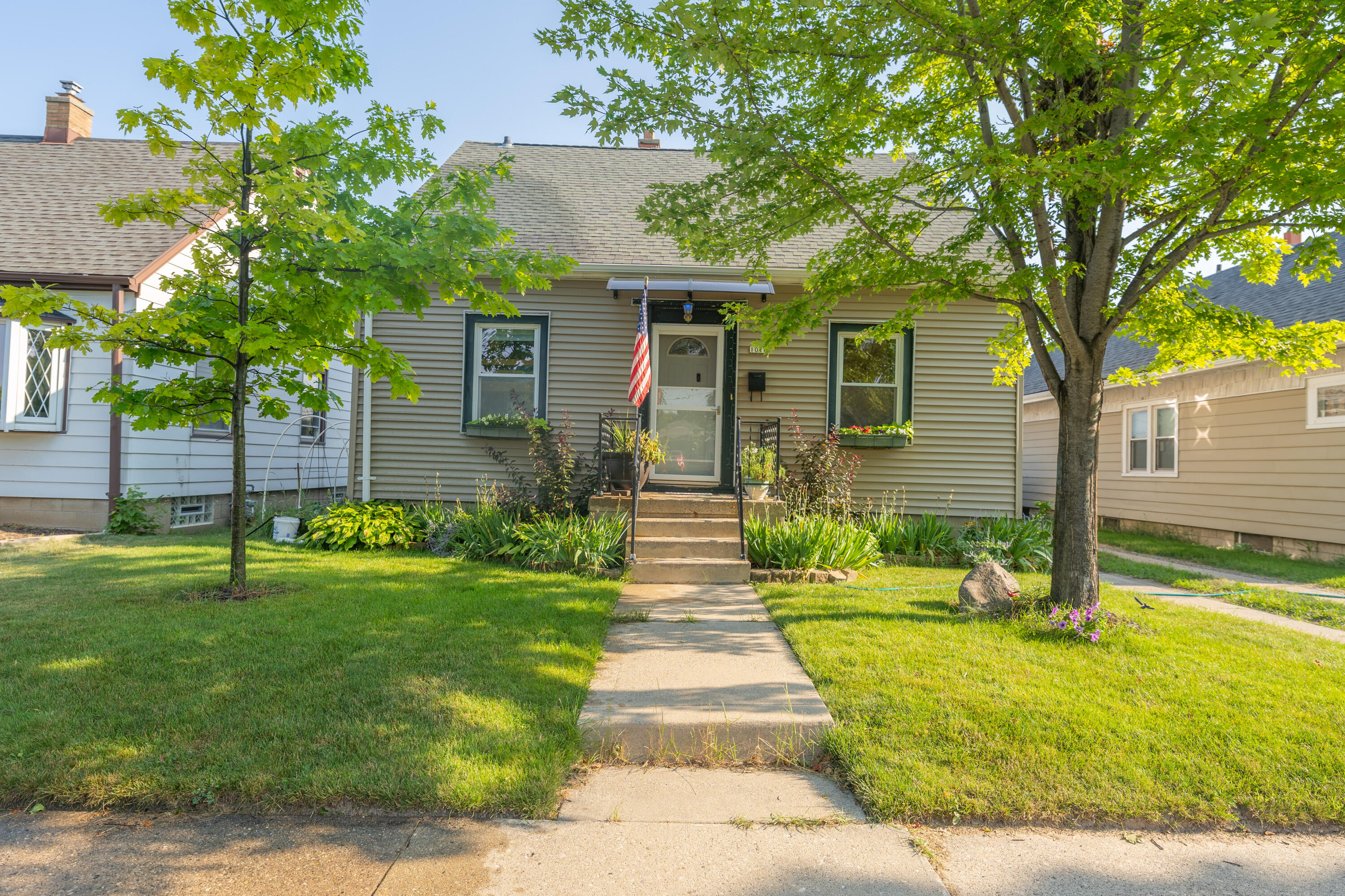 1016 Howard Ave, Milwaukee, Wisconsin 53207, 3 Bedrooms Bedrooms, ,1 BathroomBathrooms,Single-Family,For Sale,Howard Ave,1755451