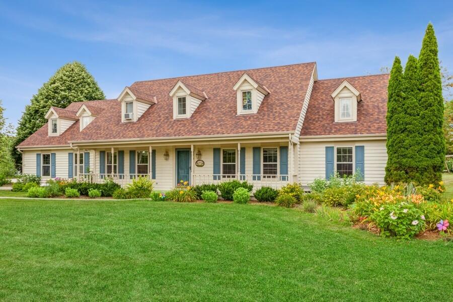 2179 Hillcrest Dr, Delafield, Wisconsin 53018, 4 Bedrooms Bedrooms, 14 Rooms Rooms,2 BathroomsBathrooms,Single-Family,For Sale,Hillcrest Dr,1754912