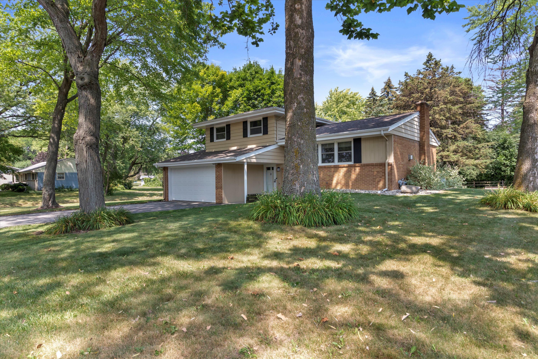 450 Rip Van Winkle Dr, Brookfield, Wisconsin 53186, 4 Bedrooms Bedrooms, 10 Rooms Rooms,2 BathroomsBathrooms,Single-Family,For Sale,Rip Van Winkle Dr,1754858