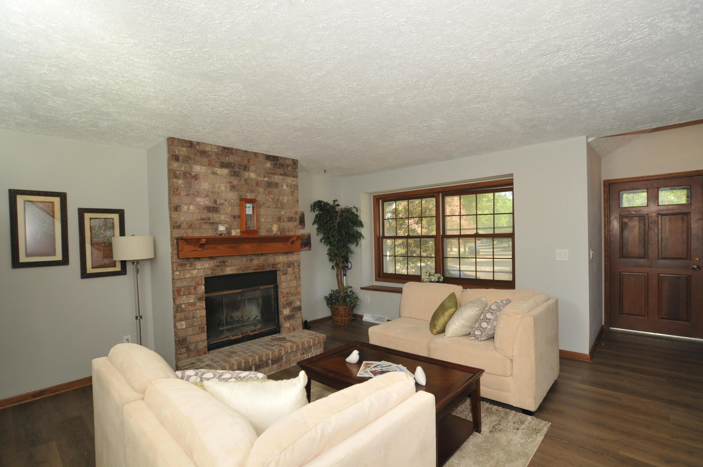 1911 Woodburn Rd, Waukesha, Wisconsin 53188, 2 Bedrooms Bedrooms, 6 Rooms Rooms,1 BathroomBathrooms,Condominiums,For Sale,Woodburn Rd,2,1755027