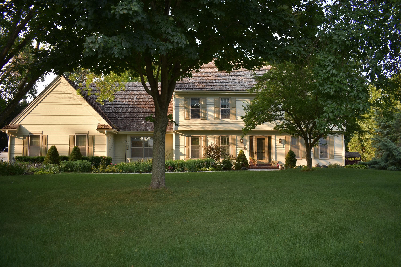 2530 Chanticleer Ct, Brookfield, Wisconsin 53045, 5 Bedrooms Bedrooms, 10 Rooms Rooms,5 BathroomsBathrooms,Single-Family,For Sale,Chanticleer Ct,1754962