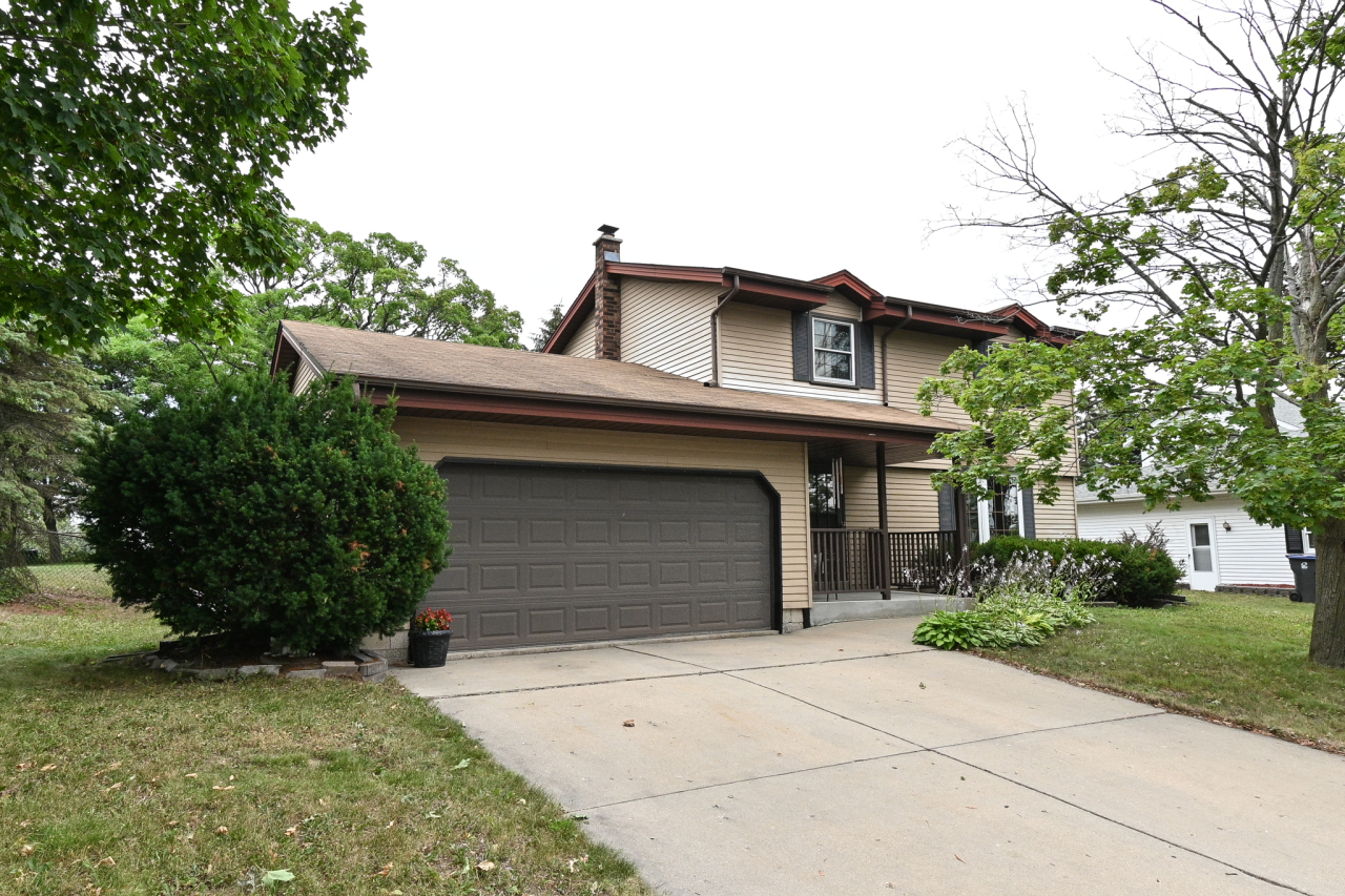 2004 Bonnie Ln, Waukesha, Wisconsin 53188, 3 Bedrooms Bedrooms, 7 Rooms Rooms,1 BathroomBathrooms,Single-Family,For Sale,Bonnie Ln,1754755