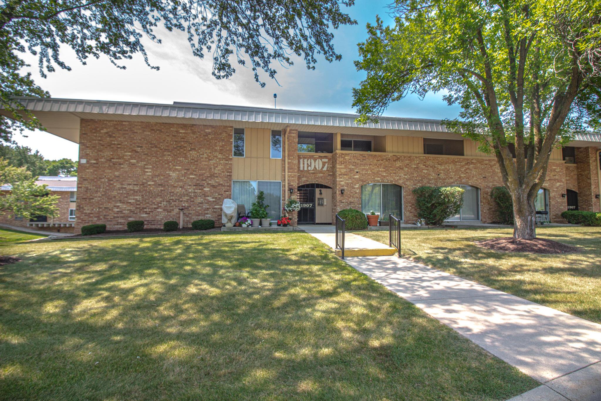 11907 Appleton Ave, Milwaukee, Wisconsin 53224, 2 Bedrooms Bedrooms, ,1 BathroomBathrooms,Condominiums,For Sale,Appleton Ave,1,1754883