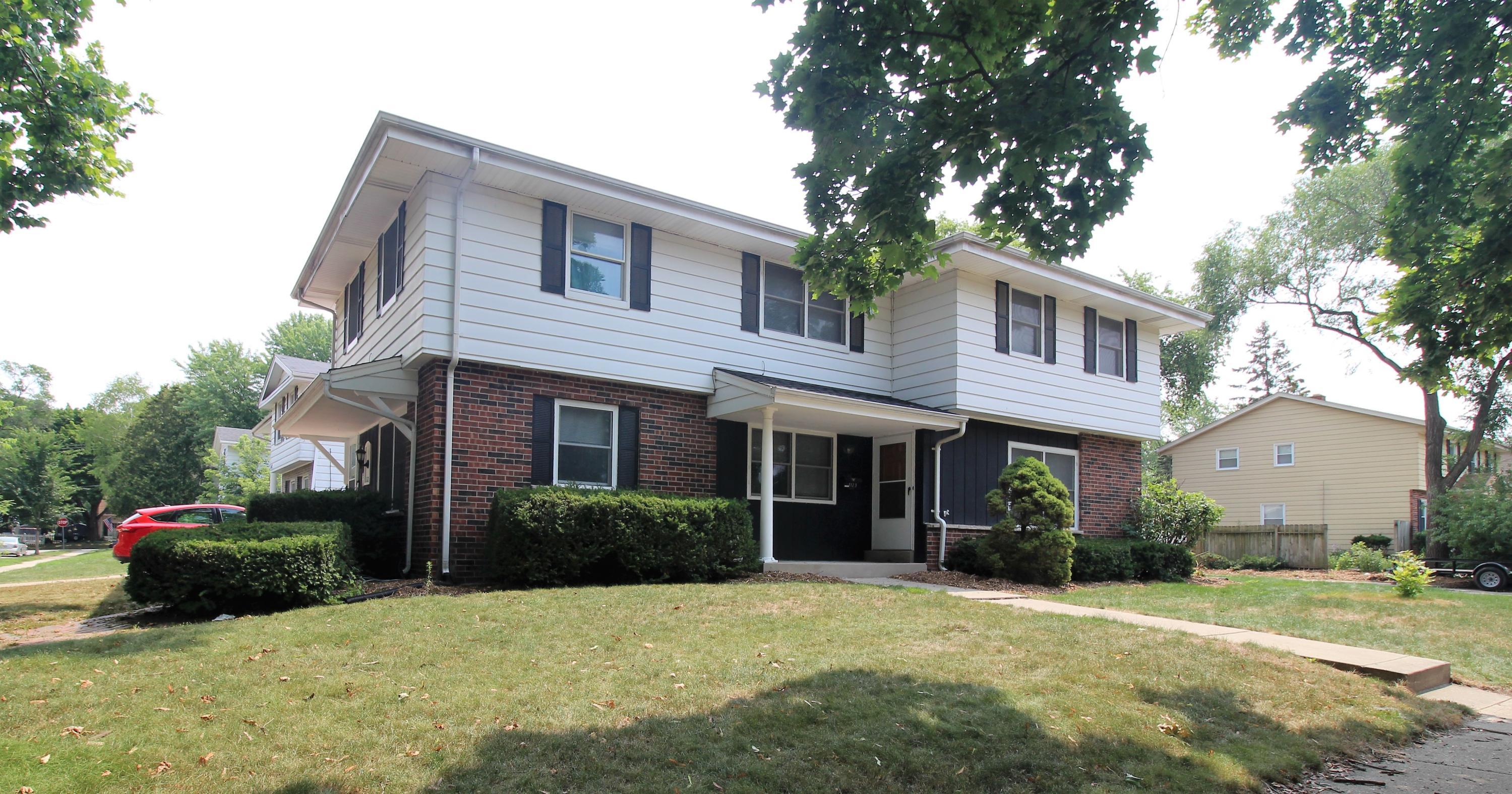 1121 Wilshire Pl, Waukesha, Wisconsin 53188, 3 Bedrooms Bedrooms, 6 Rooms Rooms,1 BathroomBathrooms,Two-Family,For Sale,Wilshire Pl,1,1754911