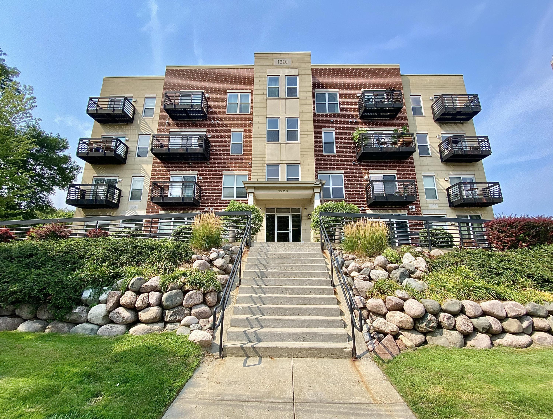 1220 Locust St, Milwaukee, Wisconsin 53212, 2 Bedrooms Bedrooms, ,2 BathroomsBathrooms,Condominiums,For Sale,Locust St,3,1754940