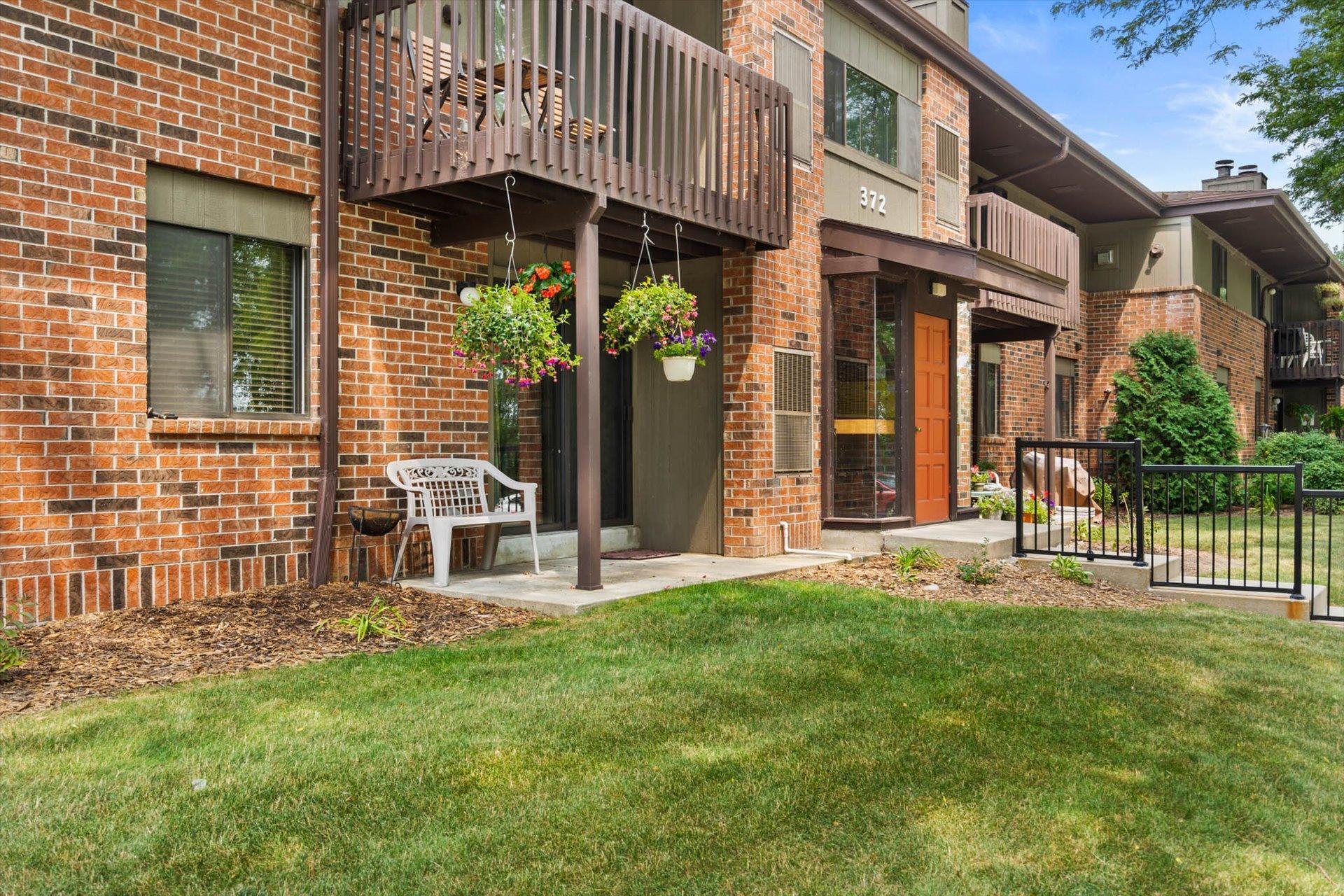 372 Park Hill Dr, Pewaukee, Wisconsin 53072, 2 Bedrooms Bedrooms, 6 Rooms Rooms,2 BathroomsBathrooms,Condominiums,For Sale,Park Hill Dr,1,1755163