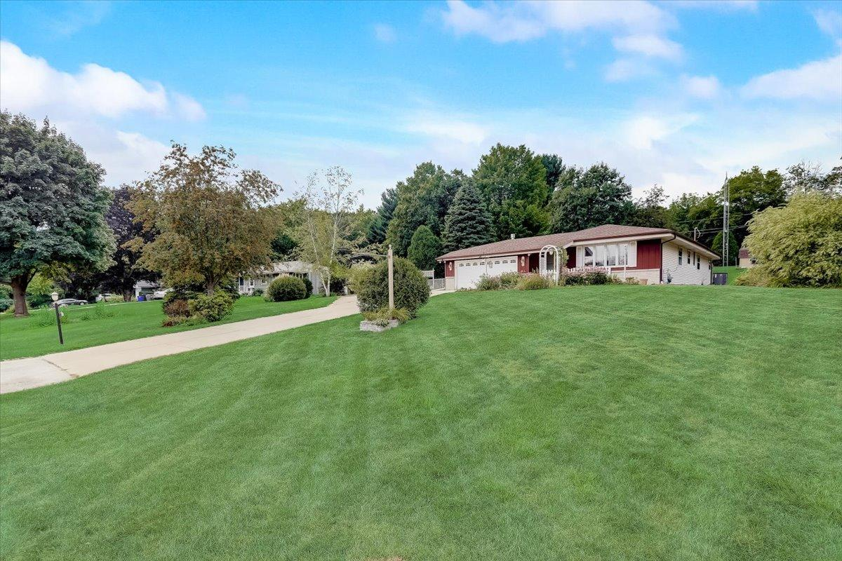 22194 Valley Rd, Brookfield, Wisconsin 53186, 3 Bedrooms Bedrooms, 6 Rooms Rooms,1 BathroomBathrooms,Single-Family,For Sale,Valley Rd,1755014