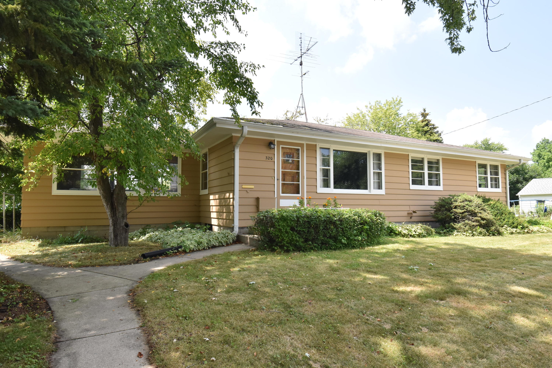 320 Wentworth Street, Oconomowoc, Wisconsin 53066, 3 Bedrooms Bedrooms, 7 Rooms Rooms,1 BathroomBathrooms,Single-Family,For Sale,Wentworth Street,1755319