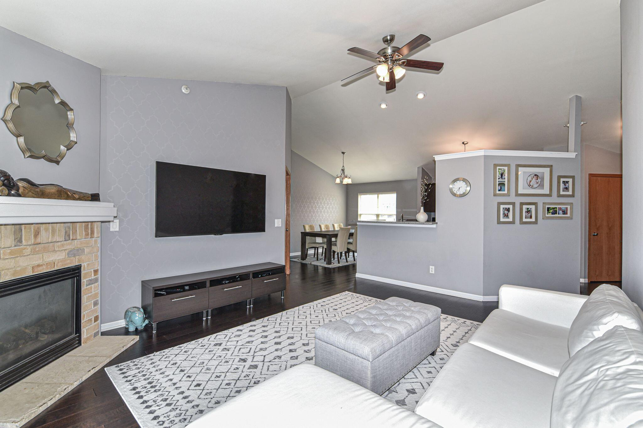 7005 Rawson Ave, Franklin, Wisconsin 53132, 2 Bedrooms Bedrooms, 5 Rooms Rooms,2 BathroomsBathrooms,Condominiums,For Sale,Rawson Ave,2,1755283