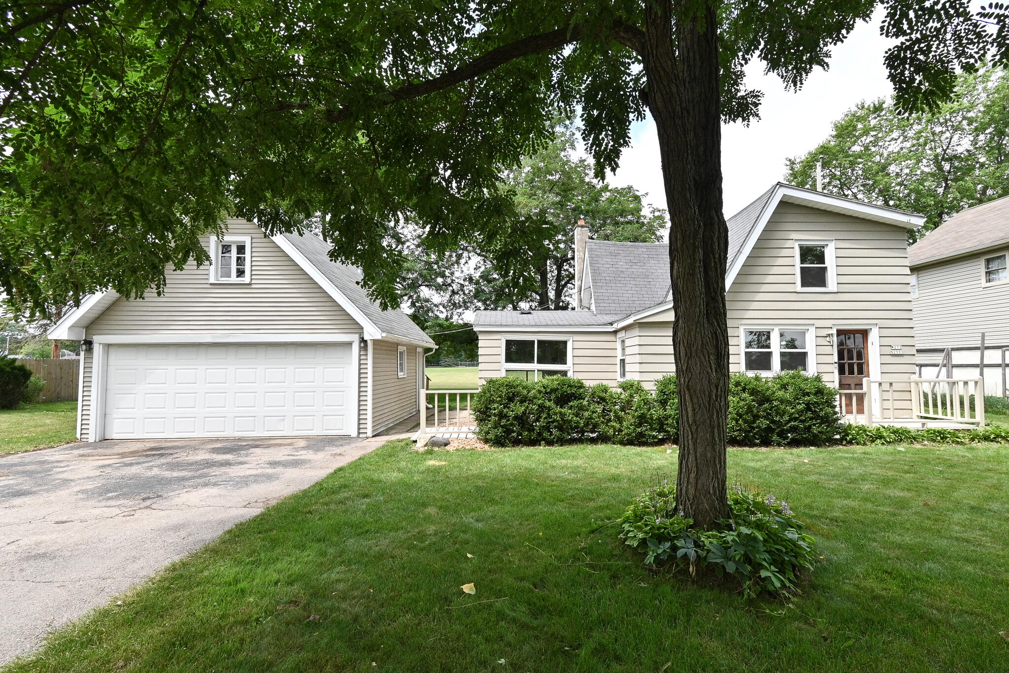 W273N2593 Prospect Ave, Pewaukee, Wisconsin 53072, 2 Bedrooms Bedrooms, ,1 BathroomBathrooms,Single-Family,For Sale,Prospect Ave,1755316