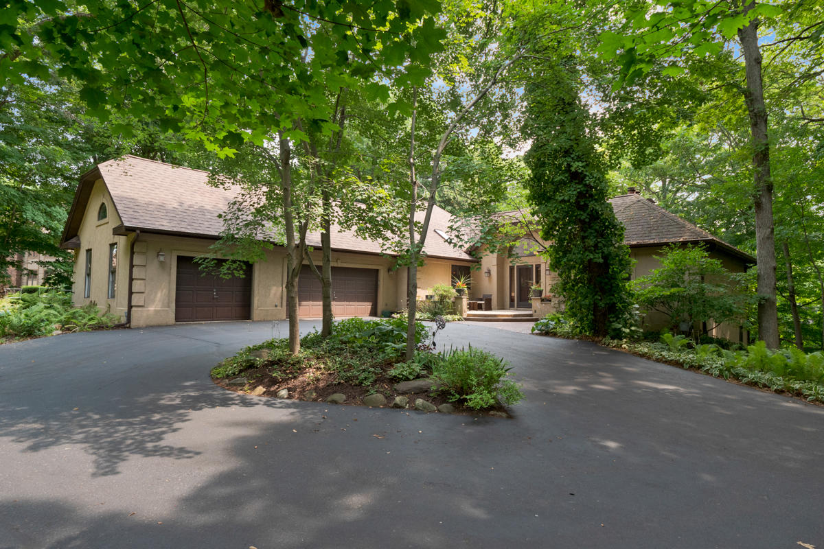 4560 Hewitts Point Rd, Oconomowoc Lake, Wisconsin 53066, 4 Bedrooms Bedrooms, 10 Rooms Rooms,3 BathroomsBathrooms,Single-Family,For Sale,Hewitts Point Rd,1755325