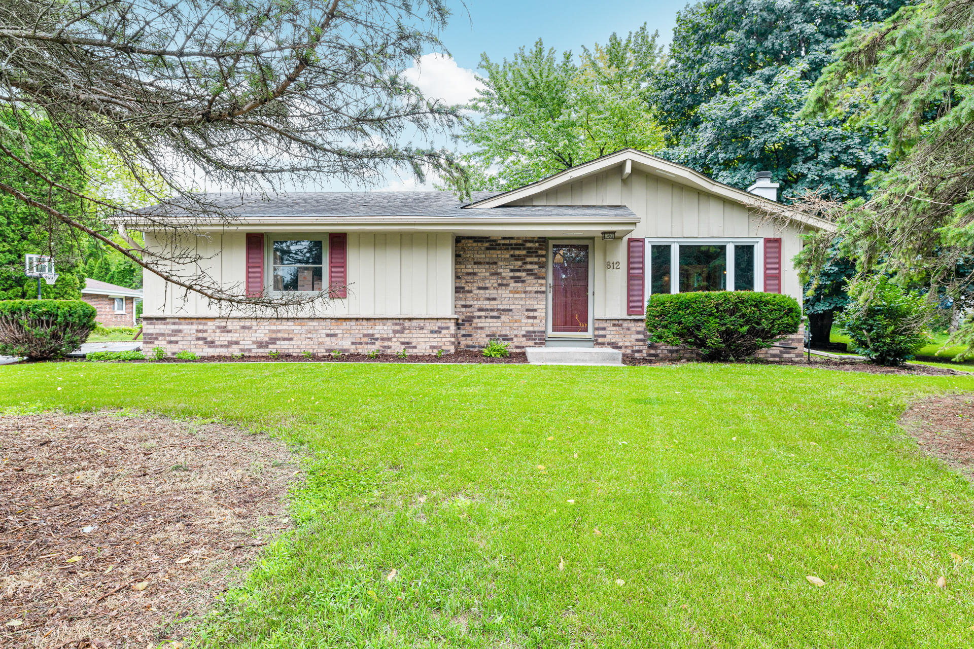 812 Merton Ave, Hartland, Wisconsin 53029, 3 Bedrooms Bedrooms, 7 Rooms Rooms,1 BathroomBathrooms,Single-Family,For Sale,Merton Ave,1755359
