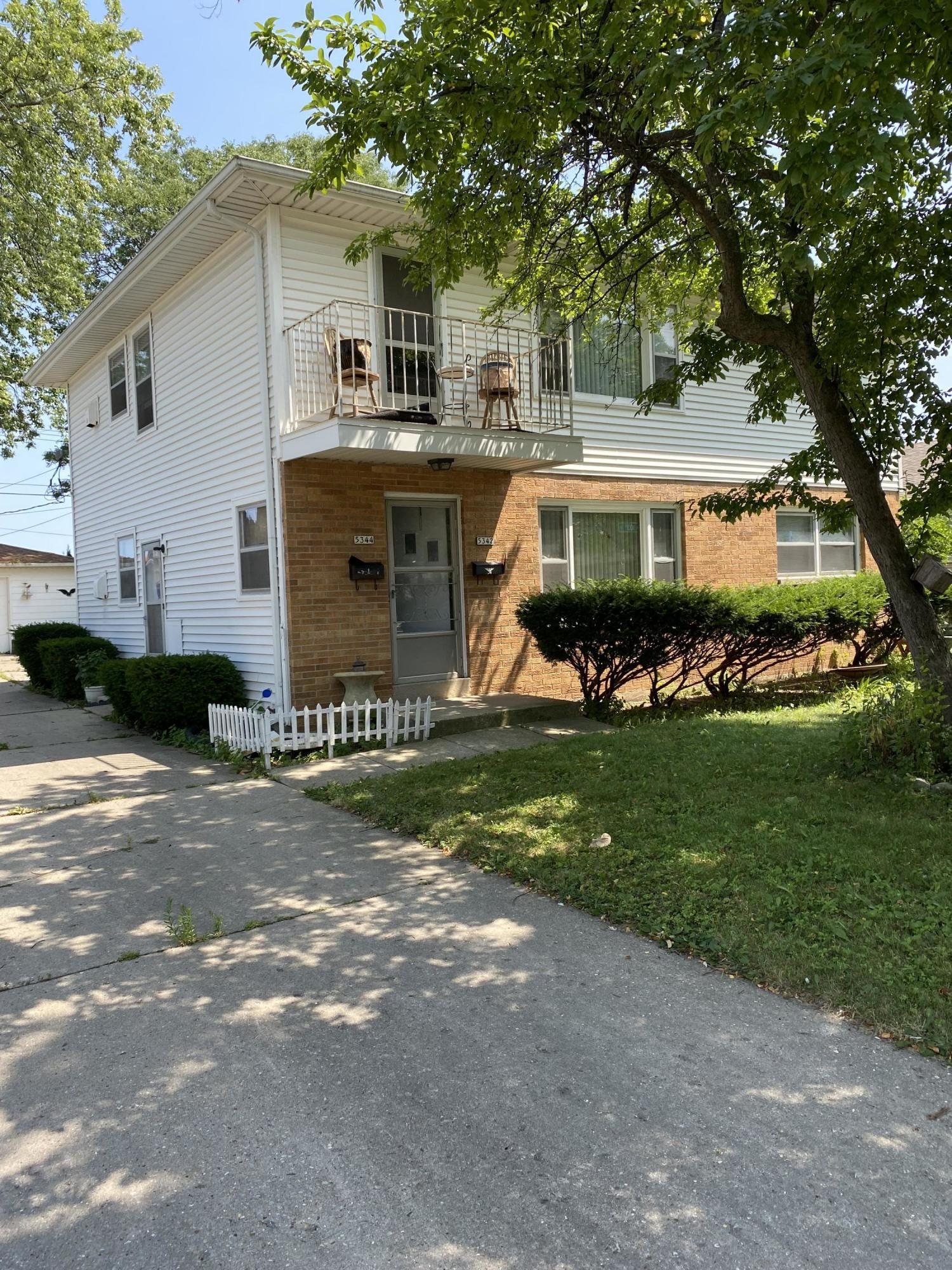5342-5344 103rd St, Milwaukee, Wisconsin 53225, 3 Bedrooms Bedrooms, 5 Rooms Rooms,1 BathroomBathrooms,Two-Family,For Sale,103rd St,1,1755549