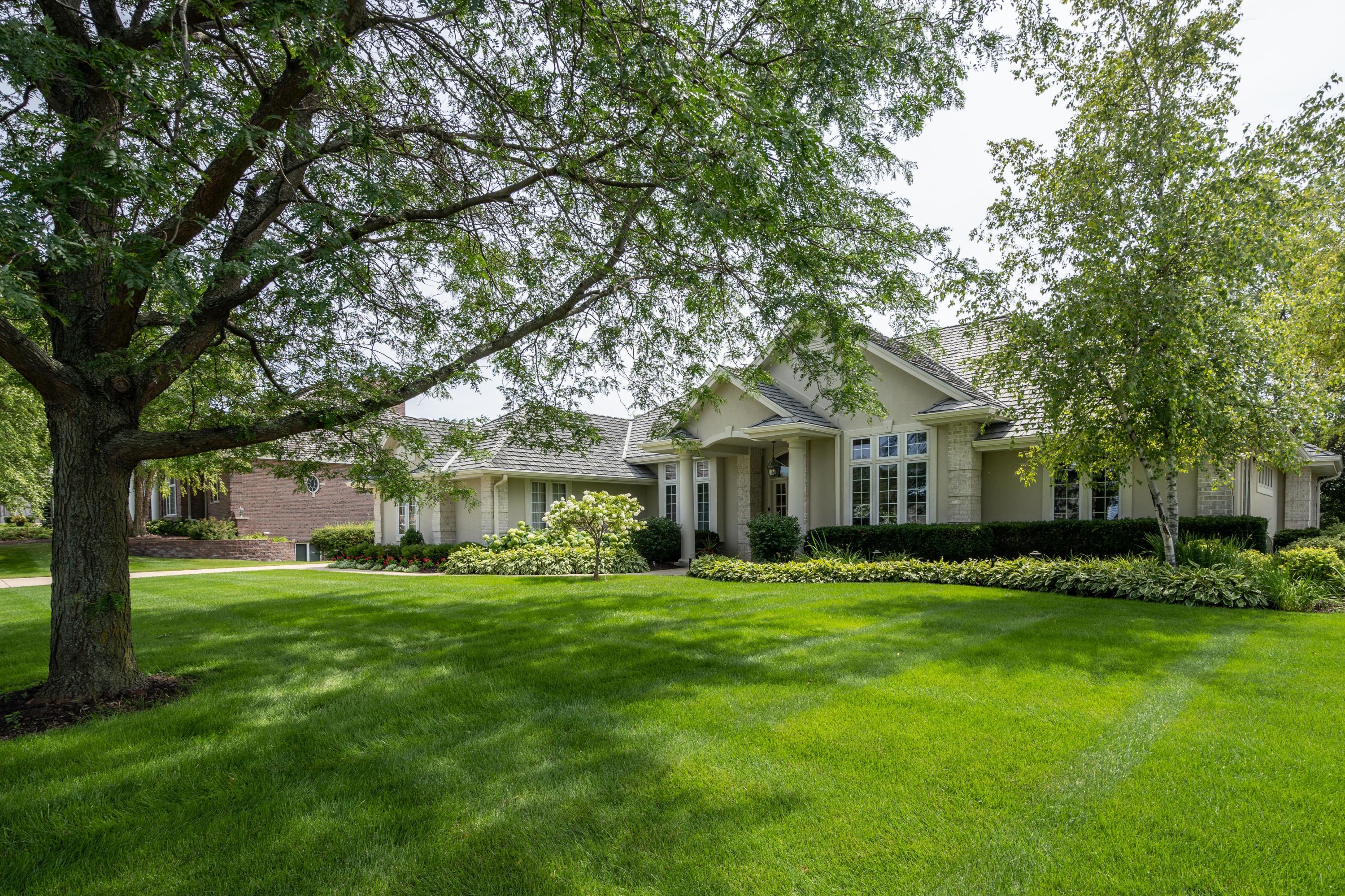 1605 Bristlecone Dr, Hartland, Wisconsin 53029, 4 Bedrooms Bedrooms, 12 Rooms Rooms,3 BathroomsBathrooms,Single-Family,For Sale,Bristlecone Dr,1758152