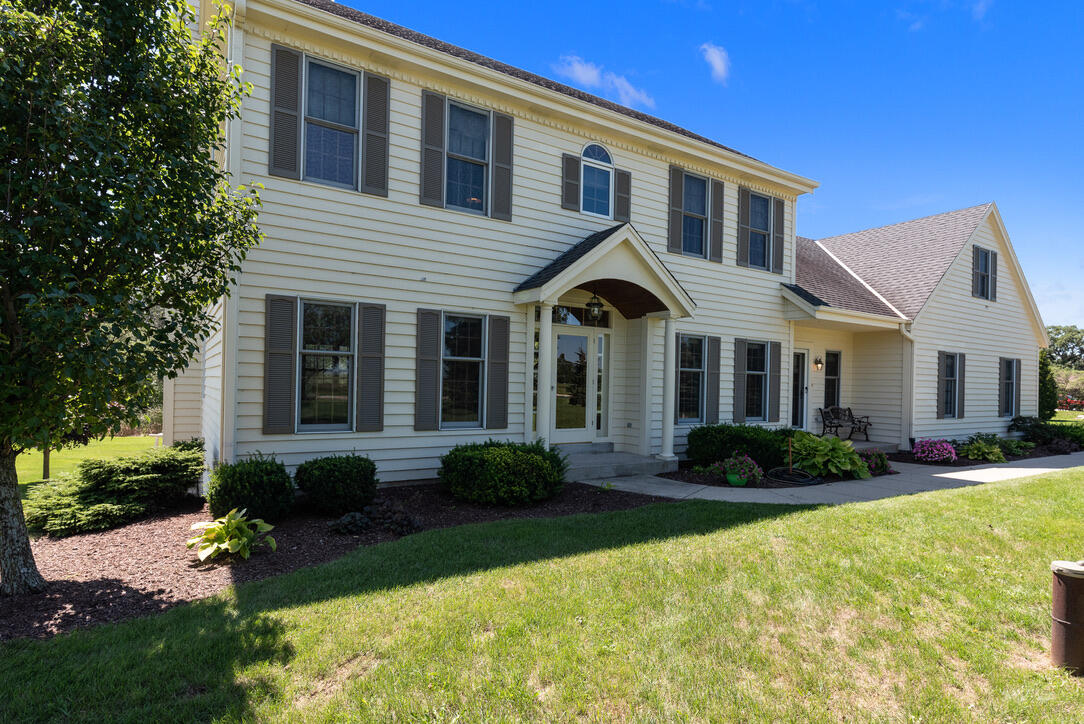 Photo of S47W24167 Lawnsdale Rd, Waukesha, WI 53189