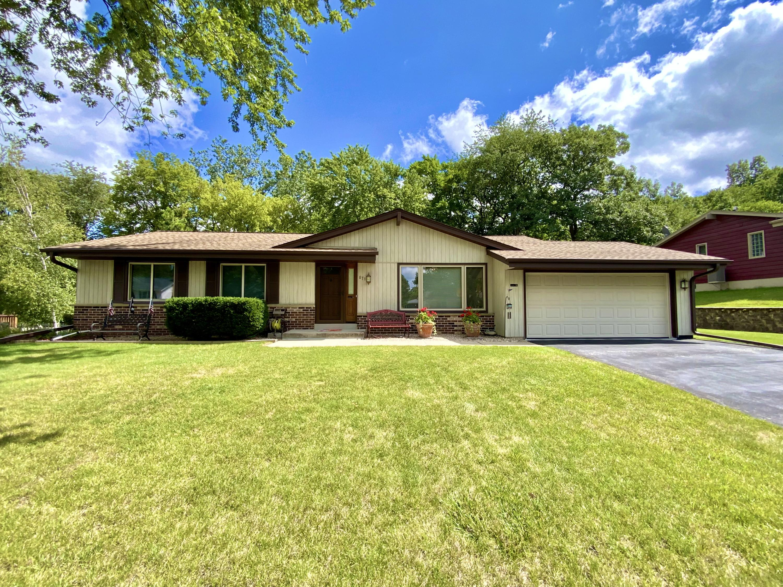 871 Crescent Ln, Hartland, Wisconsin 53029, 3 Bedrooms Bedrooms, ,1 BathroomBathrooms,Single-Family,For Sale,Crescent Ln,1759626