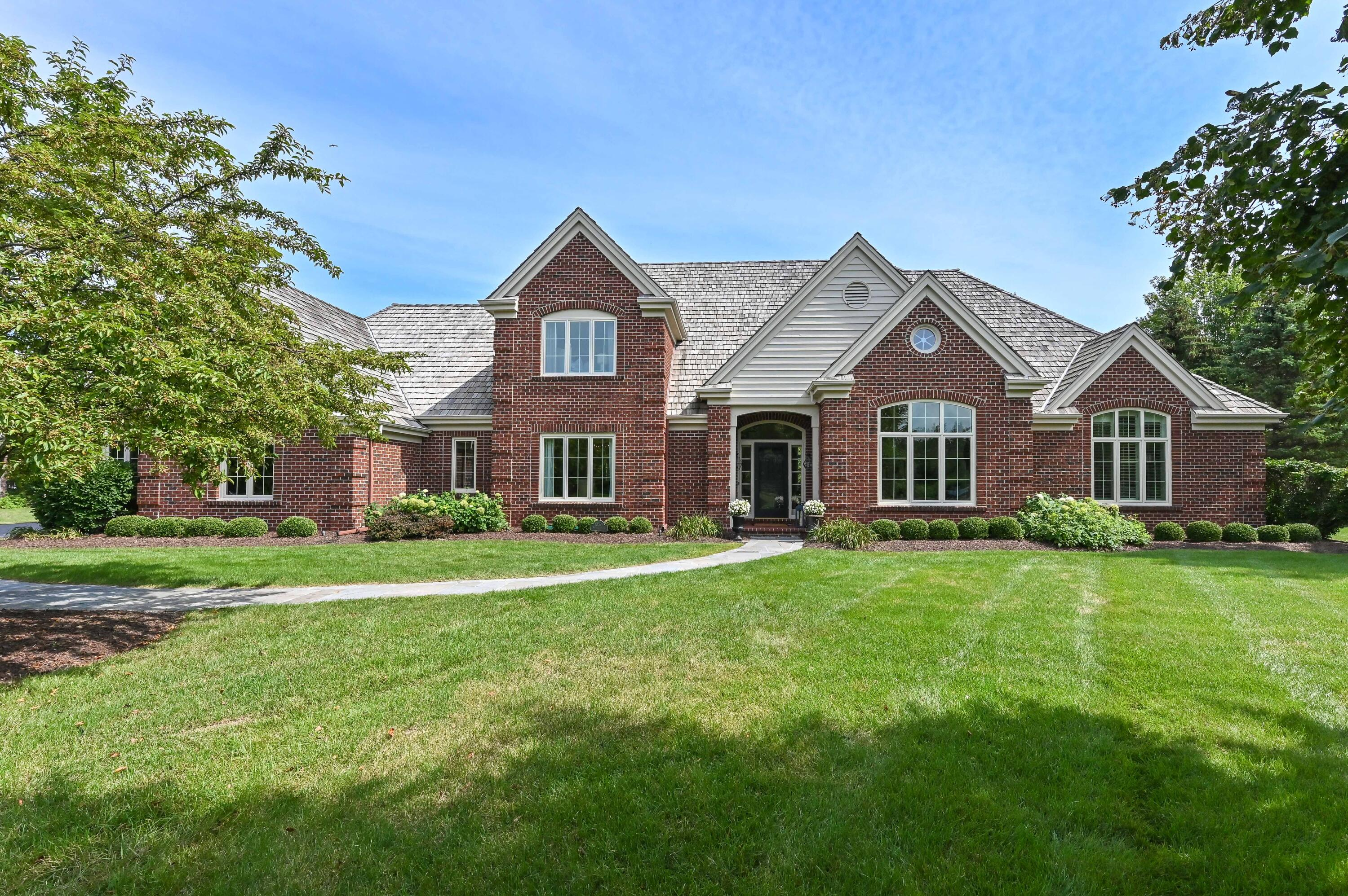 10524 N Wood Crest Dr, Mequon, WI 53092