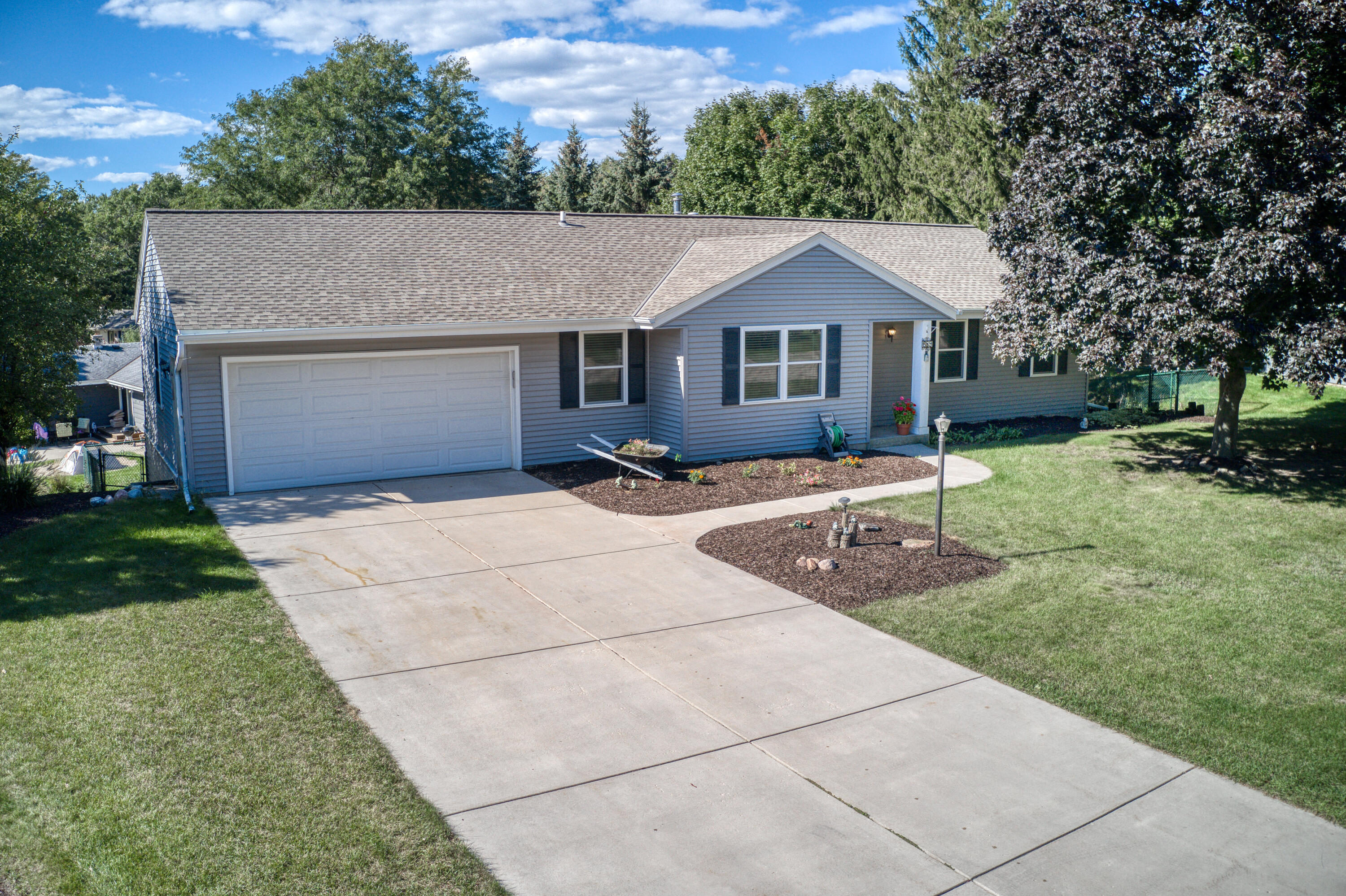 689 Cardiff Dr, Hartland, Wisconsin 53029, 4 Bedrooms Bedrooms, 11 Rooms Rooms,2 BathroomsBathrooms,Single-Family,For Sale,Cardiff Dr,1763762