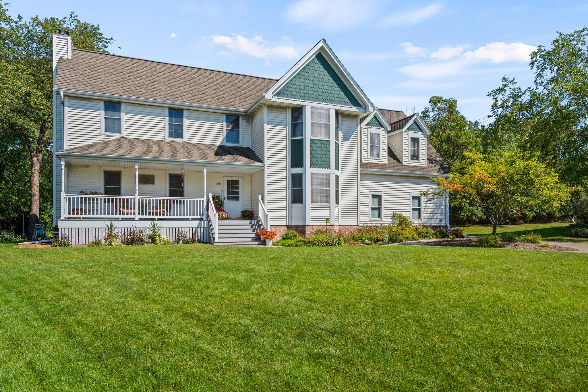 145 Woodlands Ct, Hartland, Wisconsin 53029, 4 Bedrooms Bedrooms, 8 Rooms Rooms,3 BathroomsBathrooms,Single-Family,For Sale,Woodlands Ct,1763974