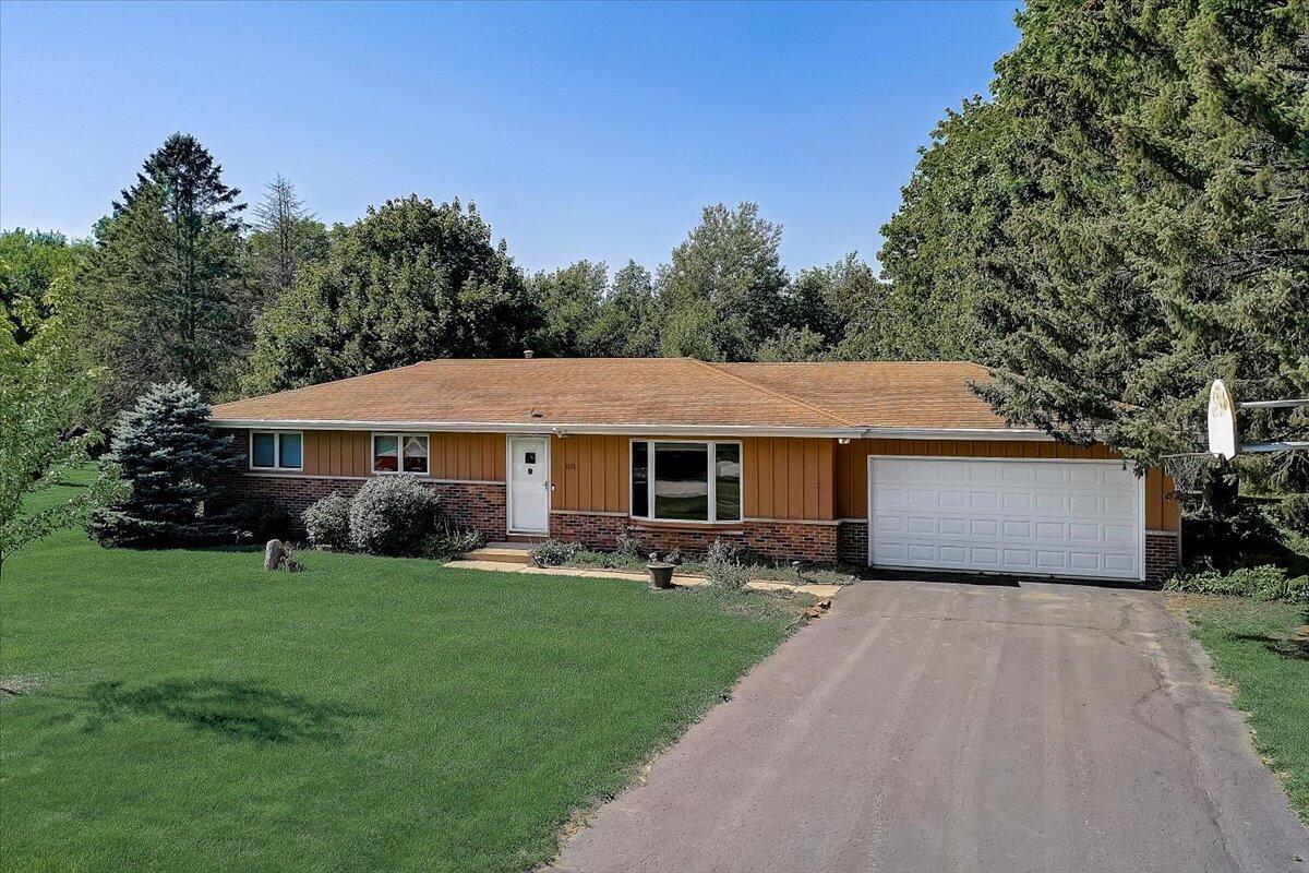 1651 Hillcrest Dr, Delafield, Wisconsin 53018, 3 Bedrooms Bedrooms, 5 Rooms Rooms,1 BathroomBathrooms,Single-Family,For Sale,Hillcrest Dr,1763981